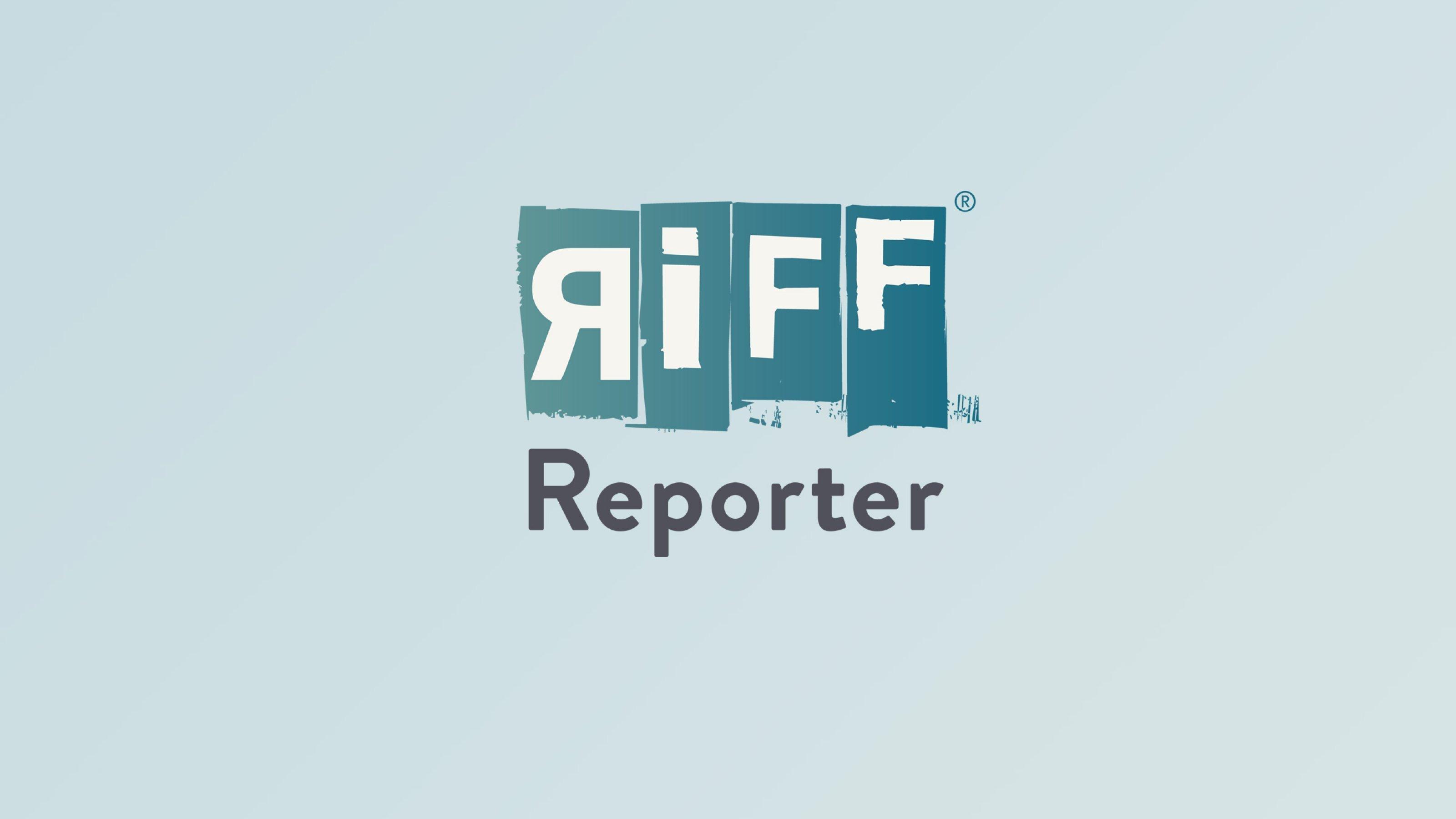 Hochhäuser in Warschau im Gegenlicht bei tiefstehender Sonne.