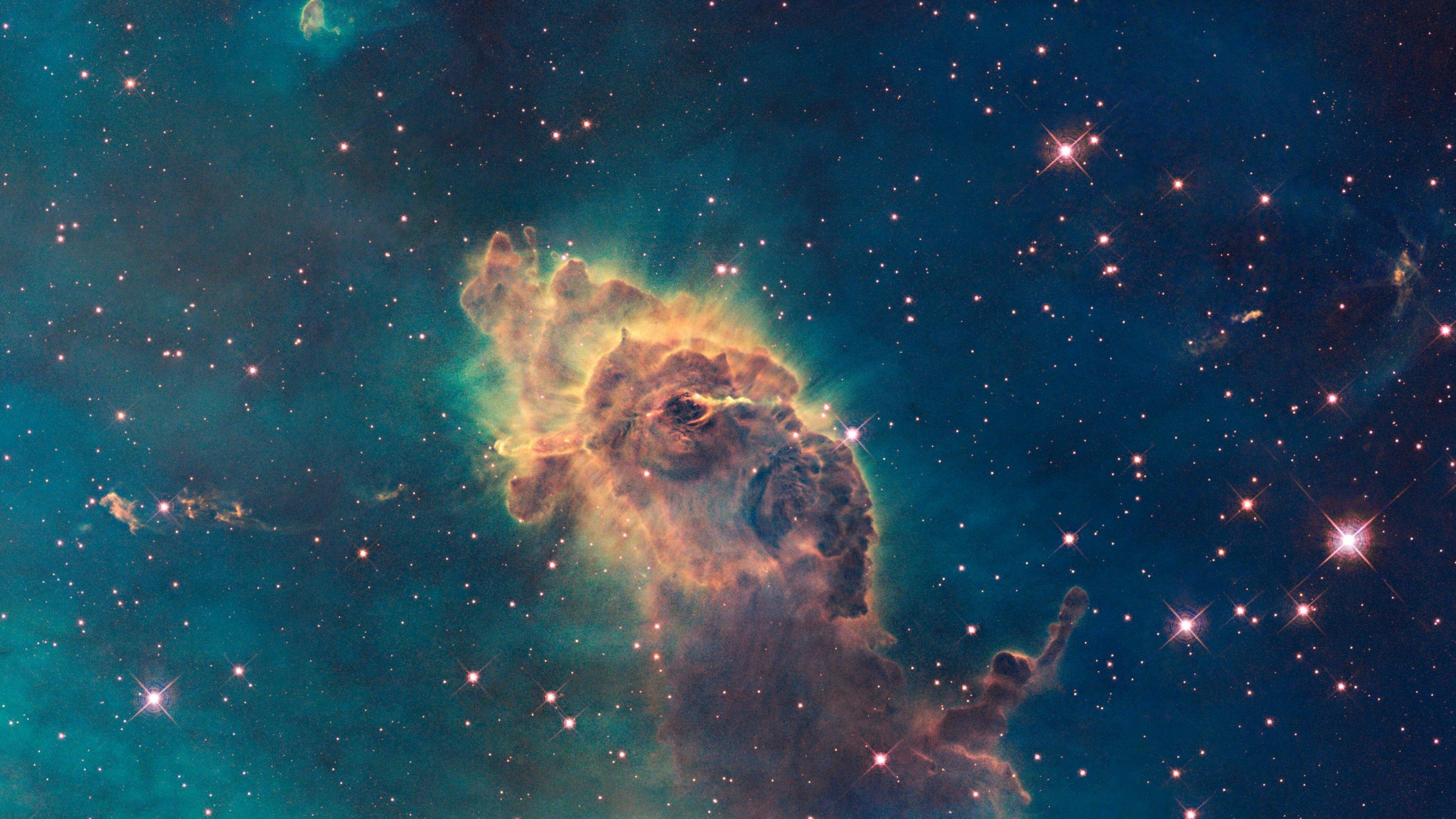 Dieses Detail im Carina-Nebel, zu finden im Sternbild Schiffskiel am Südhimmel, ist durch Sternwinde skulpturenartig geformt.