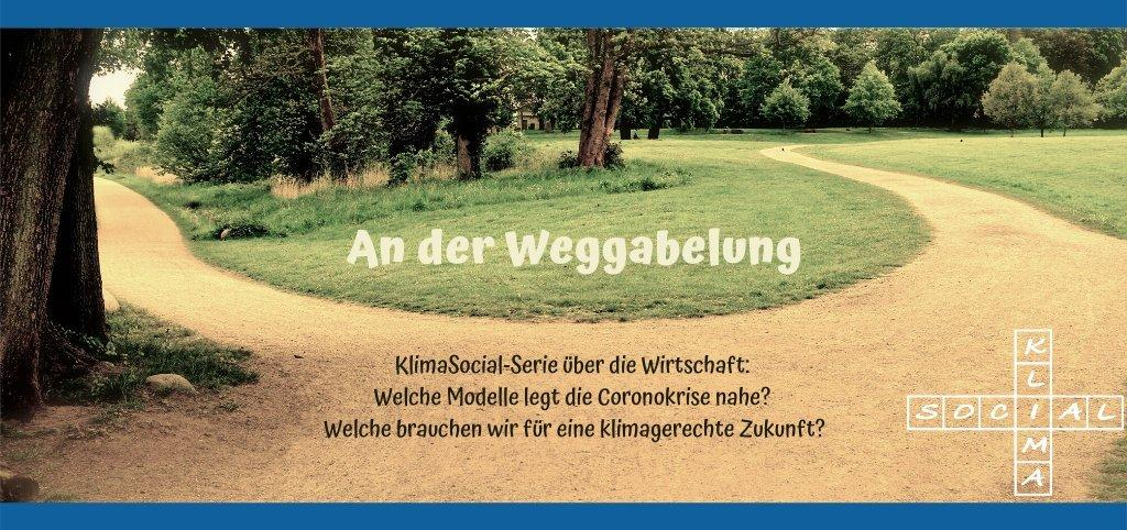 """Das Foto zeigt eine Abzweigung in einem Park. Darauf steht der Titel der KlimaSocial-Serie """"An der Weggabelung""""."""