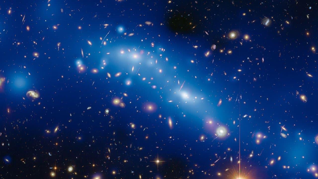 Die Massenverteilung im Galaxiencluster MCS J0416.1?2403, ermittelt aus Beoabchtungen mit dem Hubble-Weltraumteleskop und Modellierungen der Gravitationslinse.