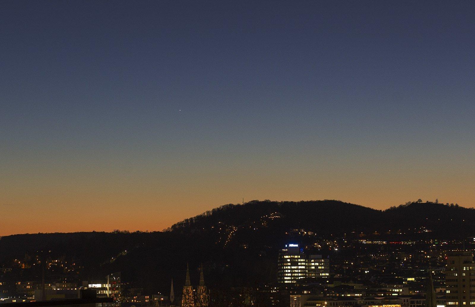 Merkur war am 6. Feburar 2020als schwacher Lichtpunkt in der Abenddämmerung über Stuttgart zu sehen.