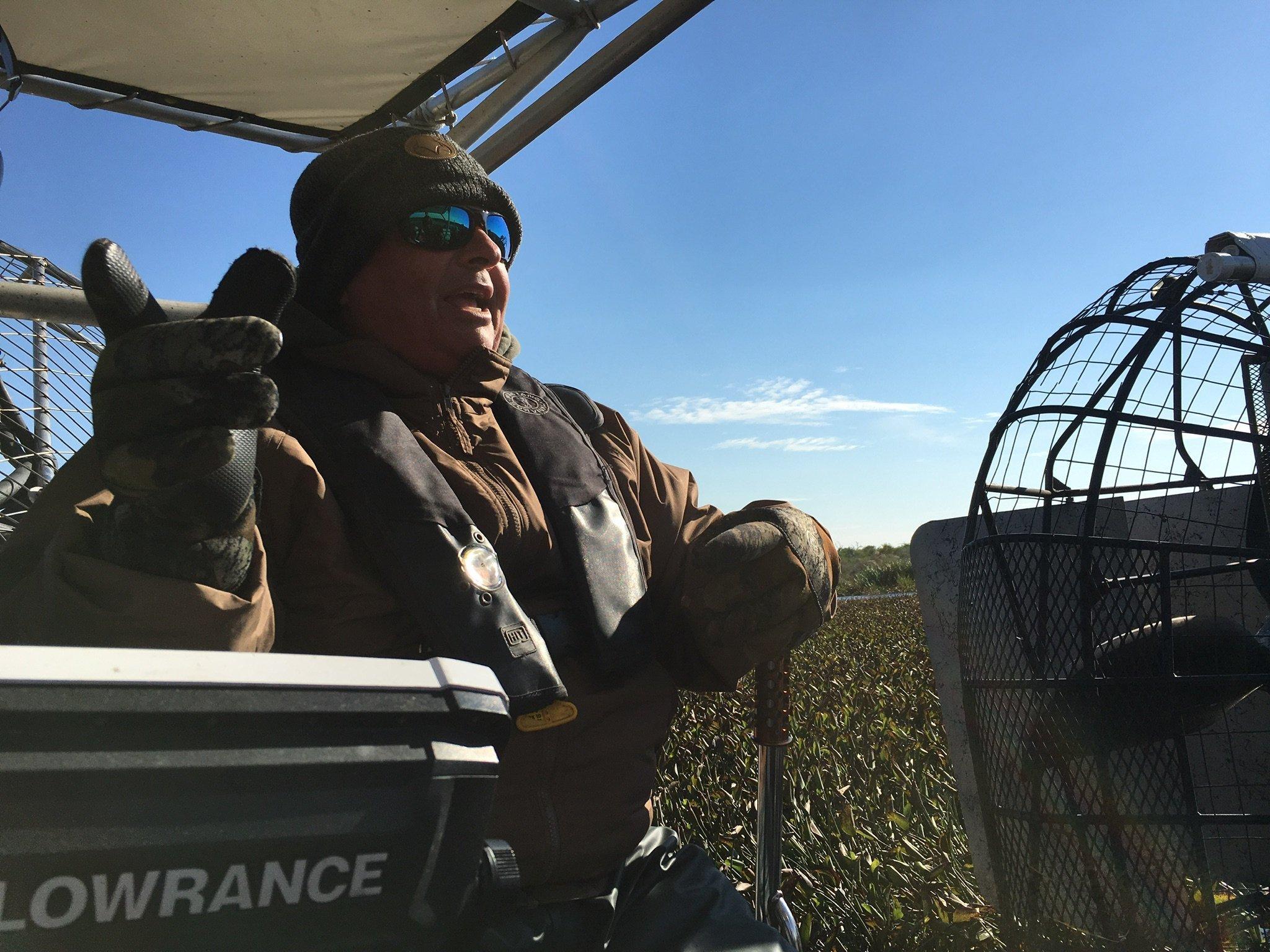 Da sitzt er gern und oft: Brian Clark als Air-Boatführer