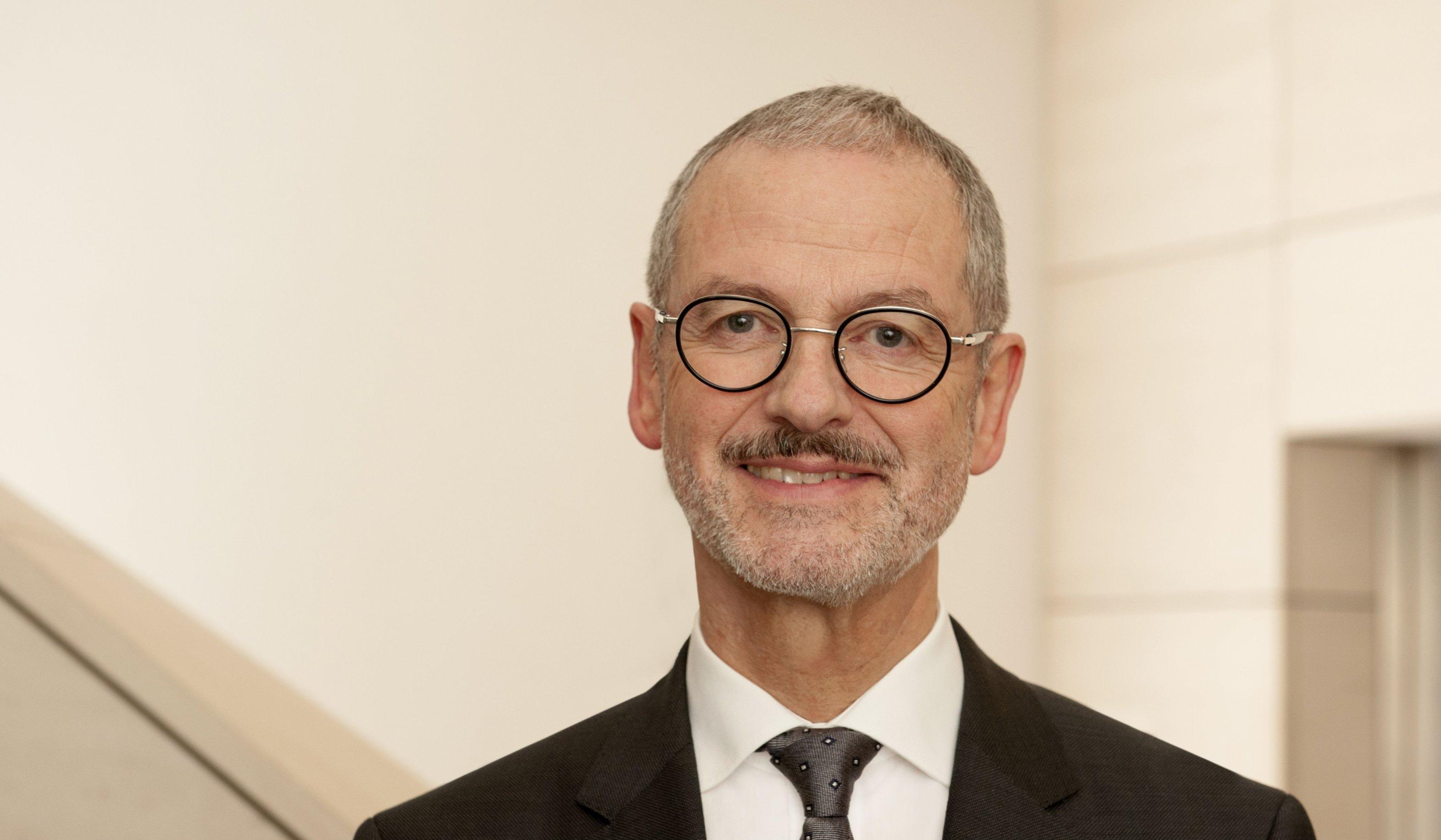 Peter Neher, der Präsident des Deutschen Caritasverbandes, sorgt sich um die Teilhabe von Sozialschwachen an der Digitalisierung.