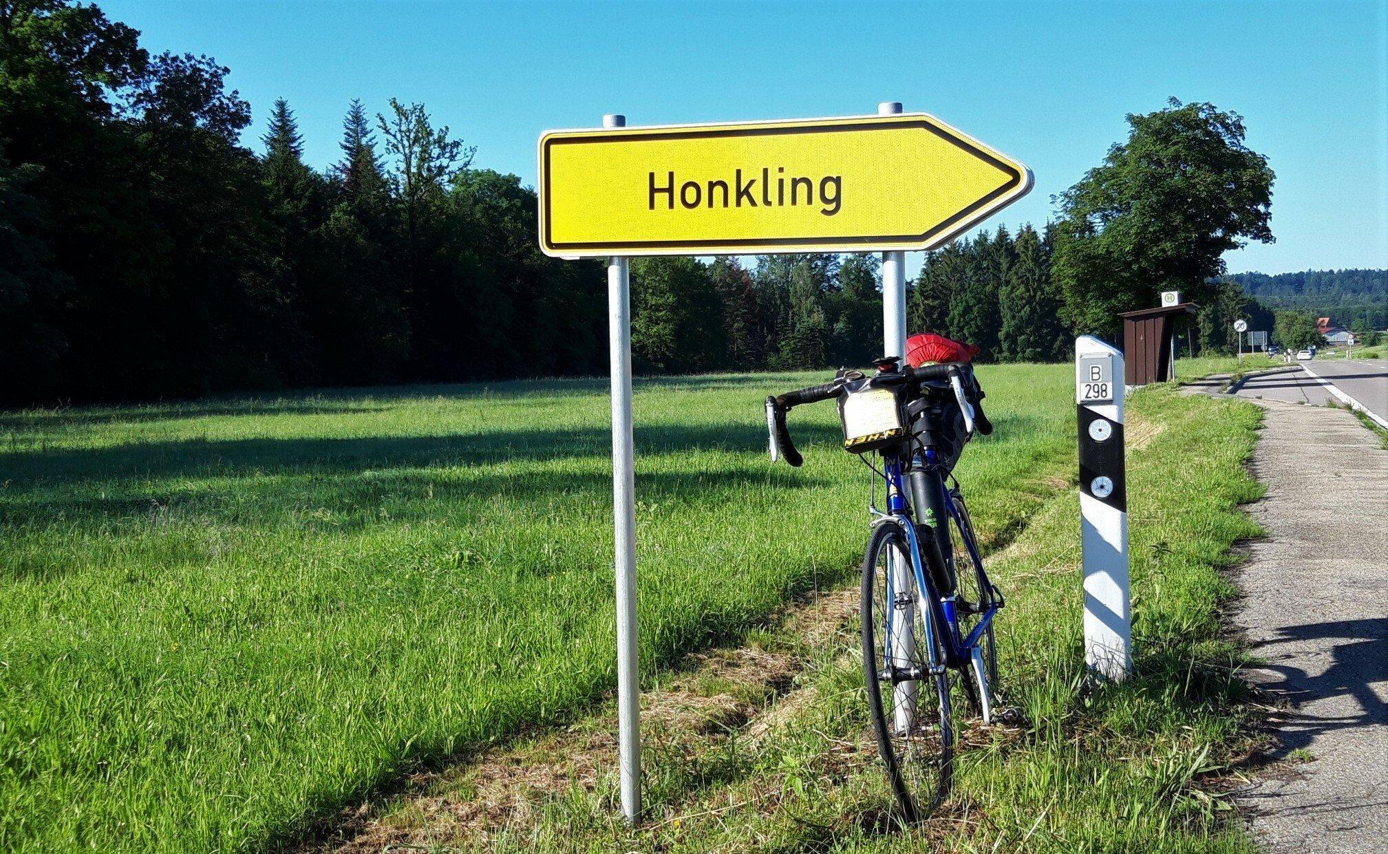 Ortsschild des Weilers namens Honkling.