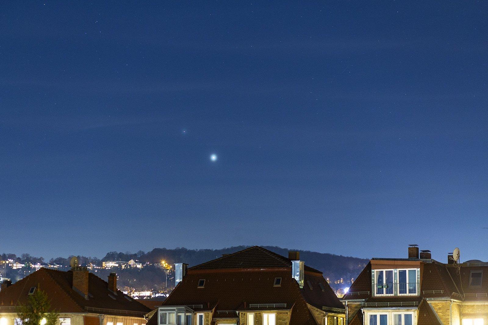 Saturn und Jupiter am Himmel über Stuttgart standen am 3. Dezember 2020zwei Grad auseinander.
