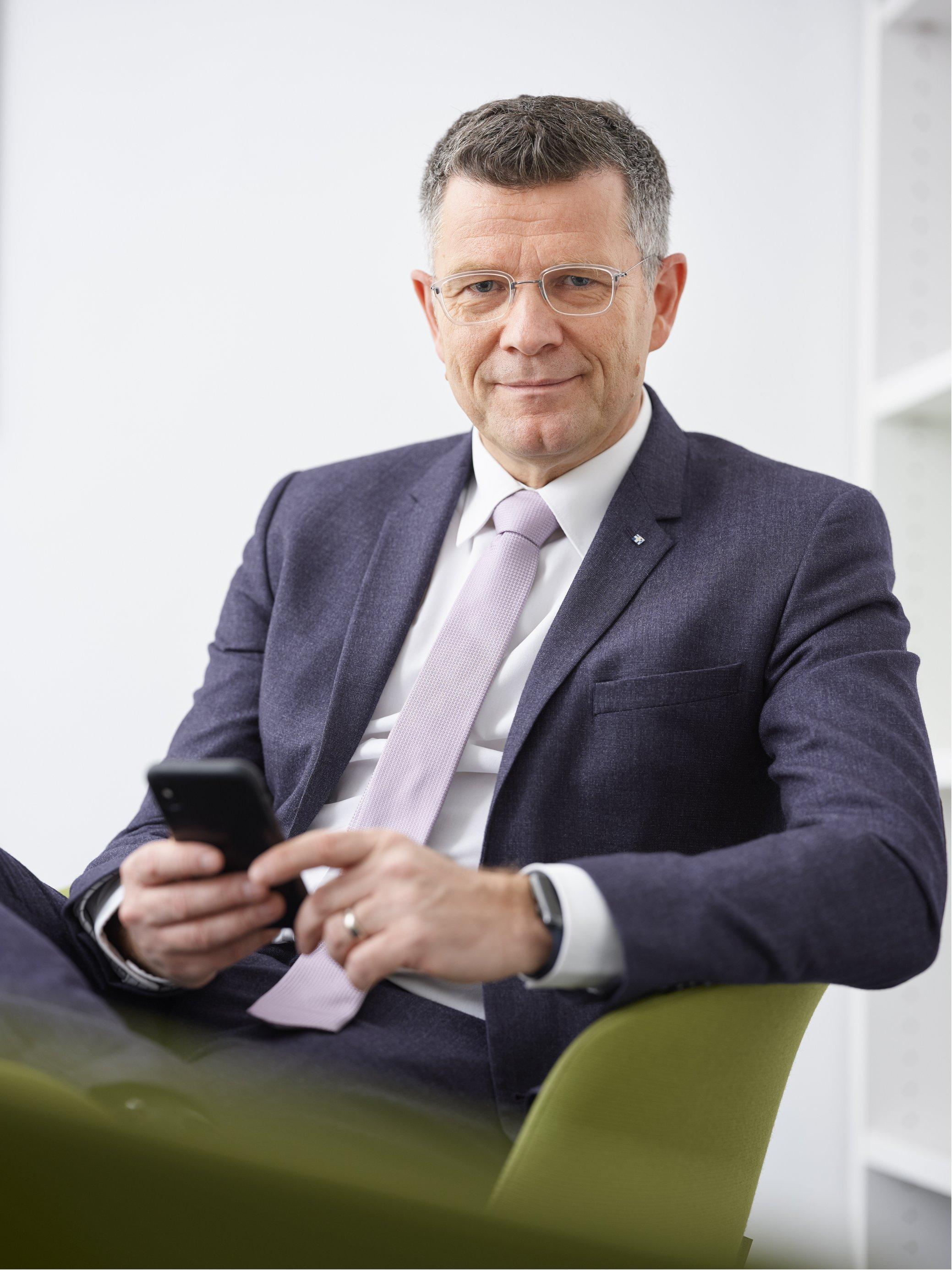Prof. Dr. Peter Dabrock, Inhaber des Lehrstuhls für Systematische Theologie (Ethik) an der FAU. (Bild: FAU/David Hartfiel)