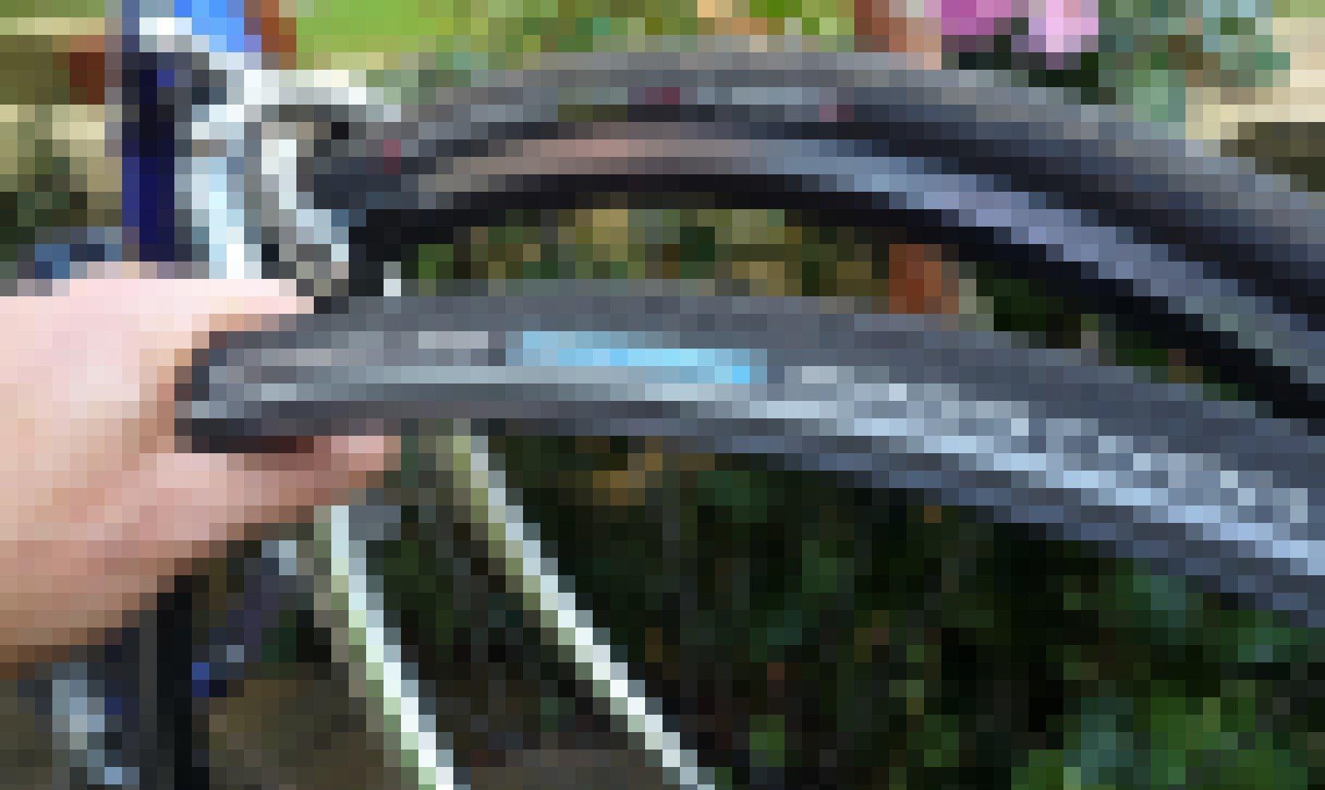 Zwei Rennrad-Mäntel im Detailvergleich.