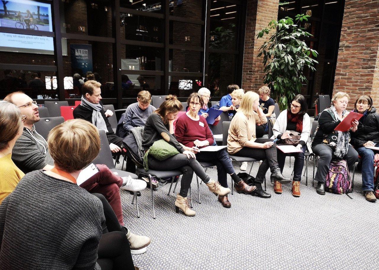 In den Partnerinterviews befragen sich die Teilnehmer eingangs zu ihrer Alltagsmobilität