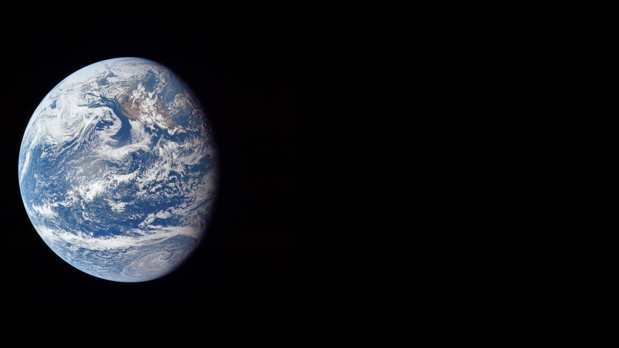 Der Planet Erde, ein wahrlich blauer Planet aus Sicht der drei NASA-Astronauten Neil Armstrong, Buzz Aldrin und Michael Collins auf ihrem Flug zum Mond im Juli 1969.