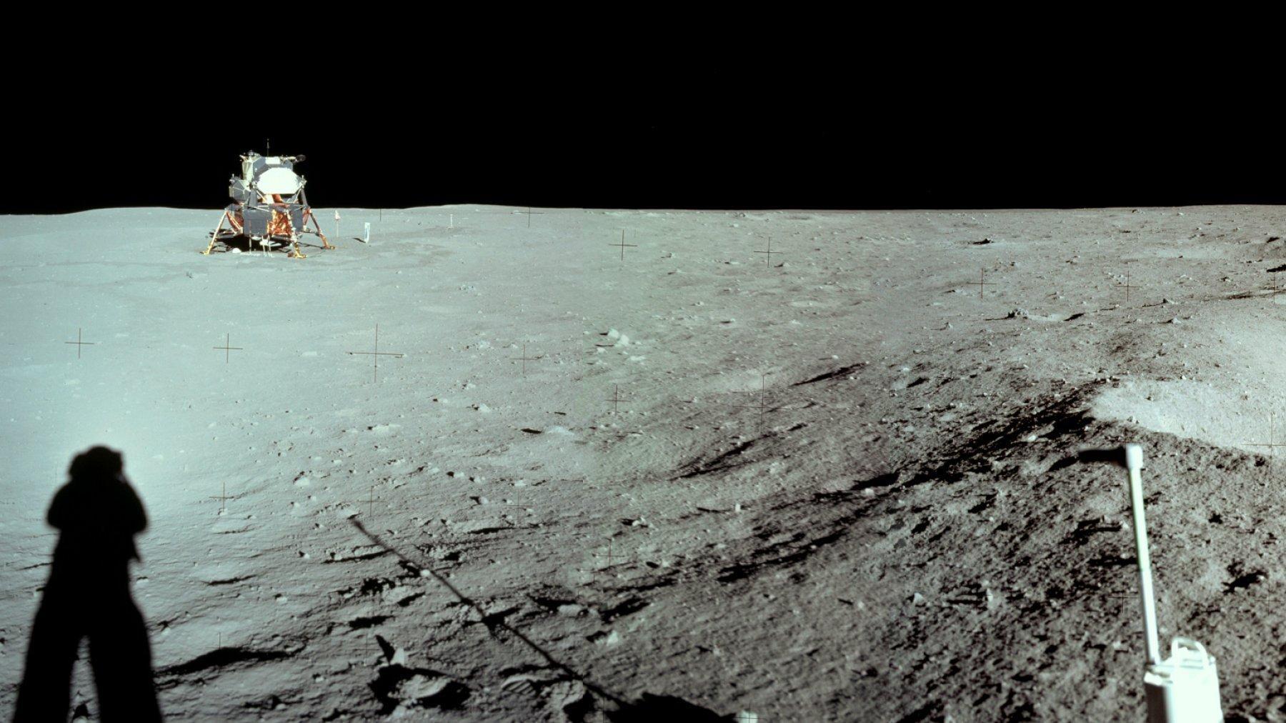 Neil Armstrongs Schattenwurf auf dem Mond