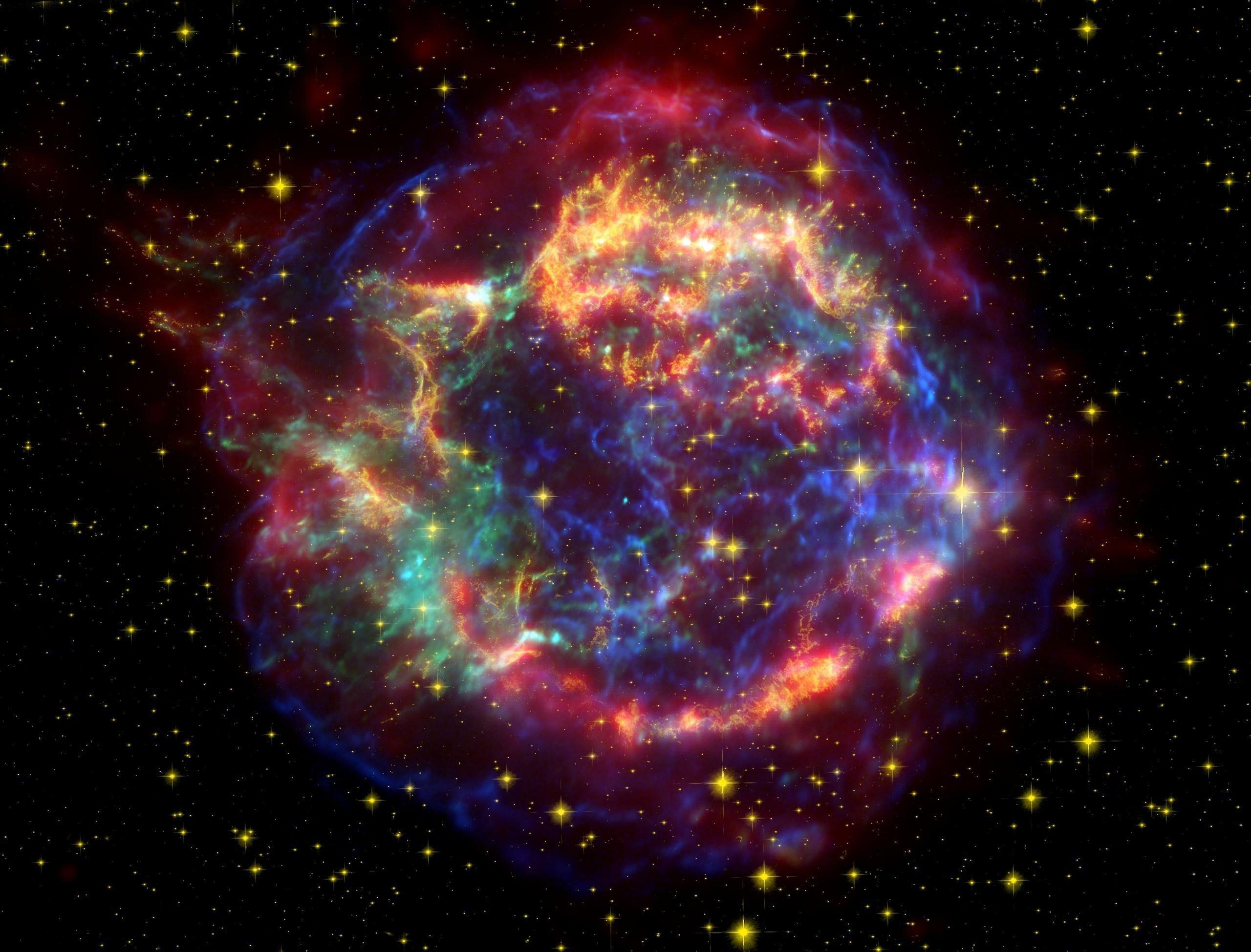 Eine kugelförmige, bunt eingefärbte Gaswolke
