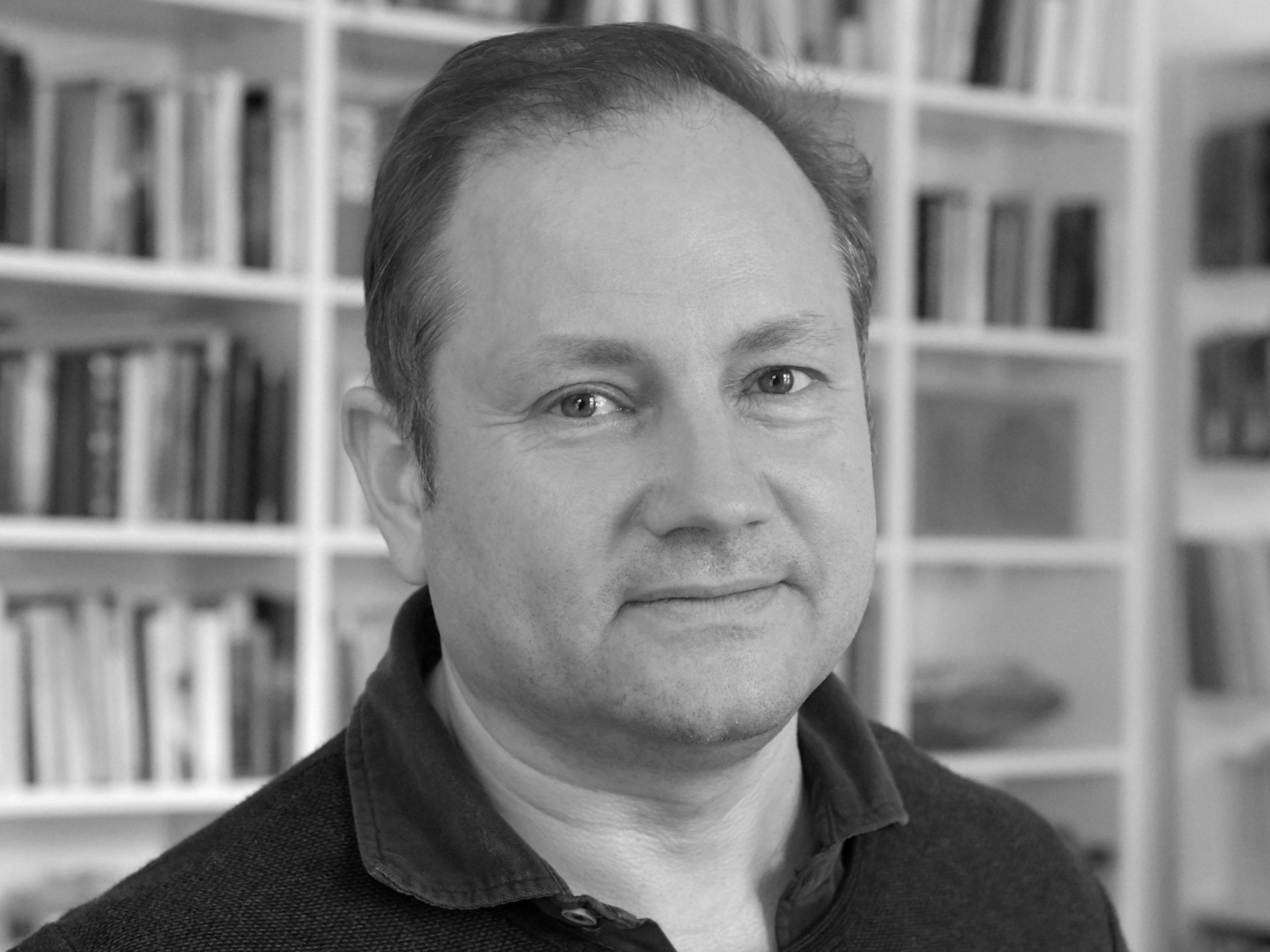 Schwarz/weiß Portrait von Christian Schwägerl.