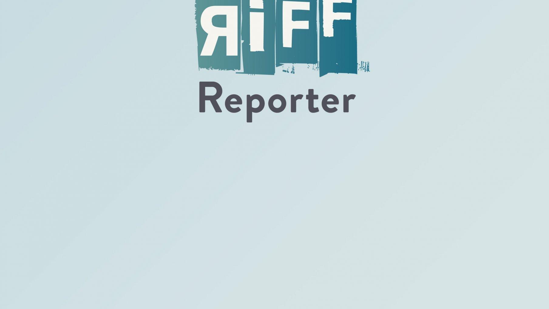 Die Skyline von Dubai mit etlichen Wolkenkratzern und rotem Abendhimmel