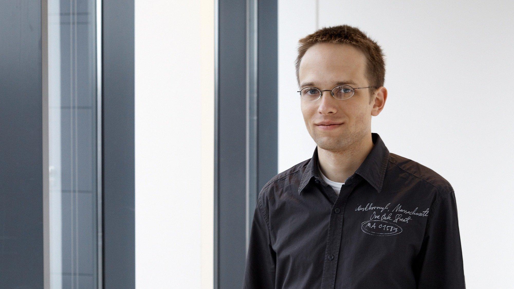 Portrait von einem Mann mit Brille