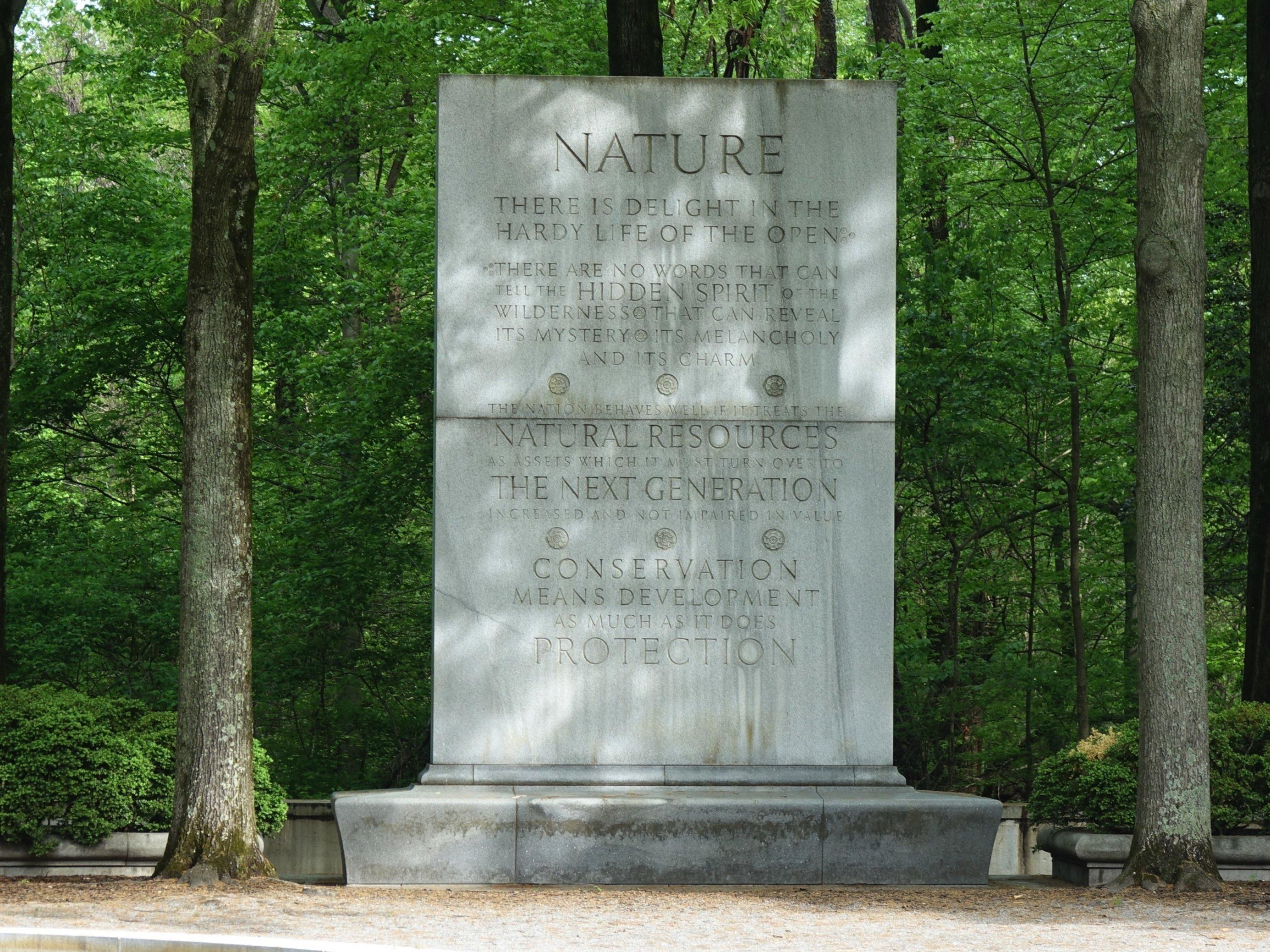 Die Inschrift auf der Gedenktafel des Roosevelt-Memorials.