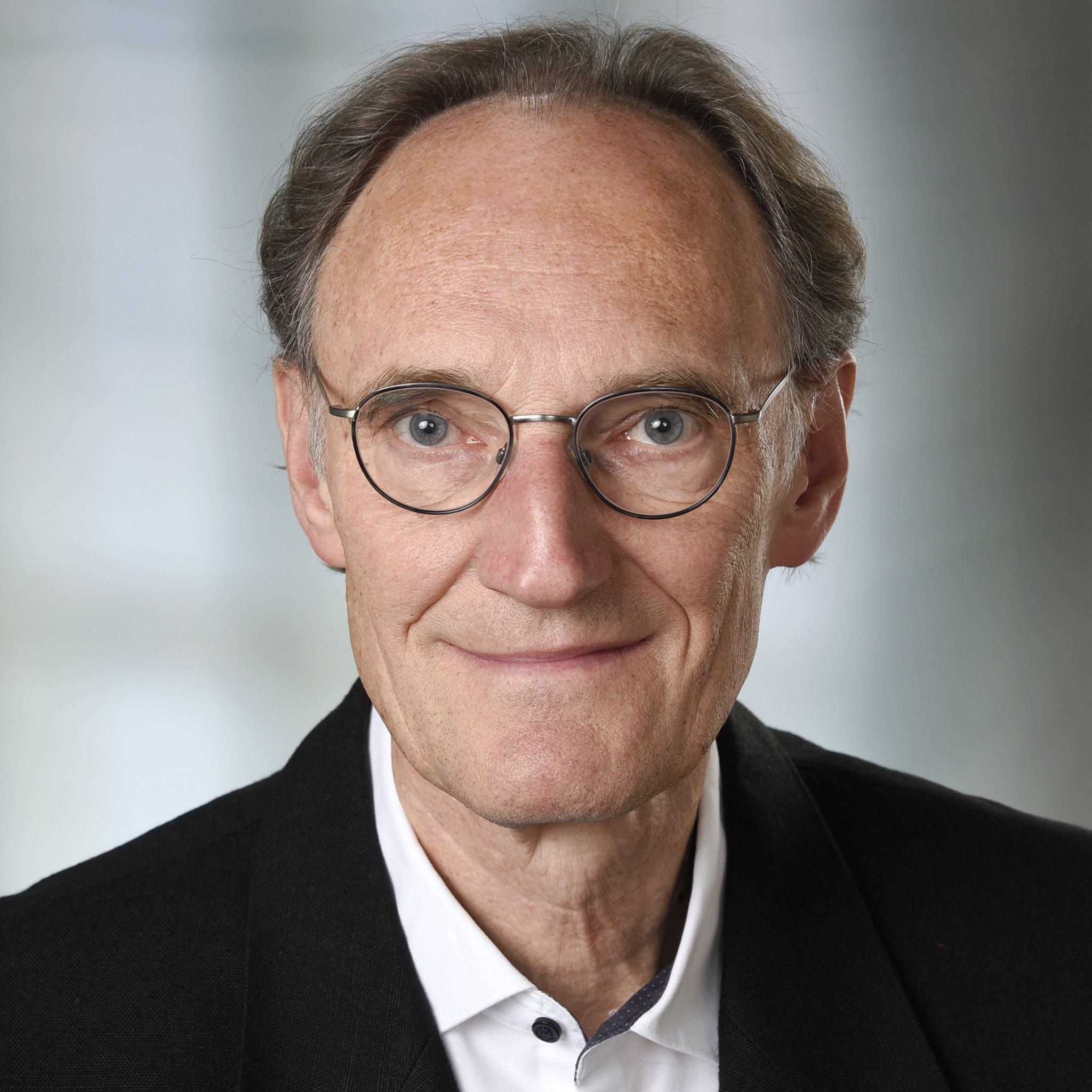Porträtfoto von Dr. Henning Engeln. Der Wissenschaftsjournalist, Biologe und Buchautor war viele Jahre lang Redakteur bei GEO und ist jetzt Mitglied der Riffreporter eG