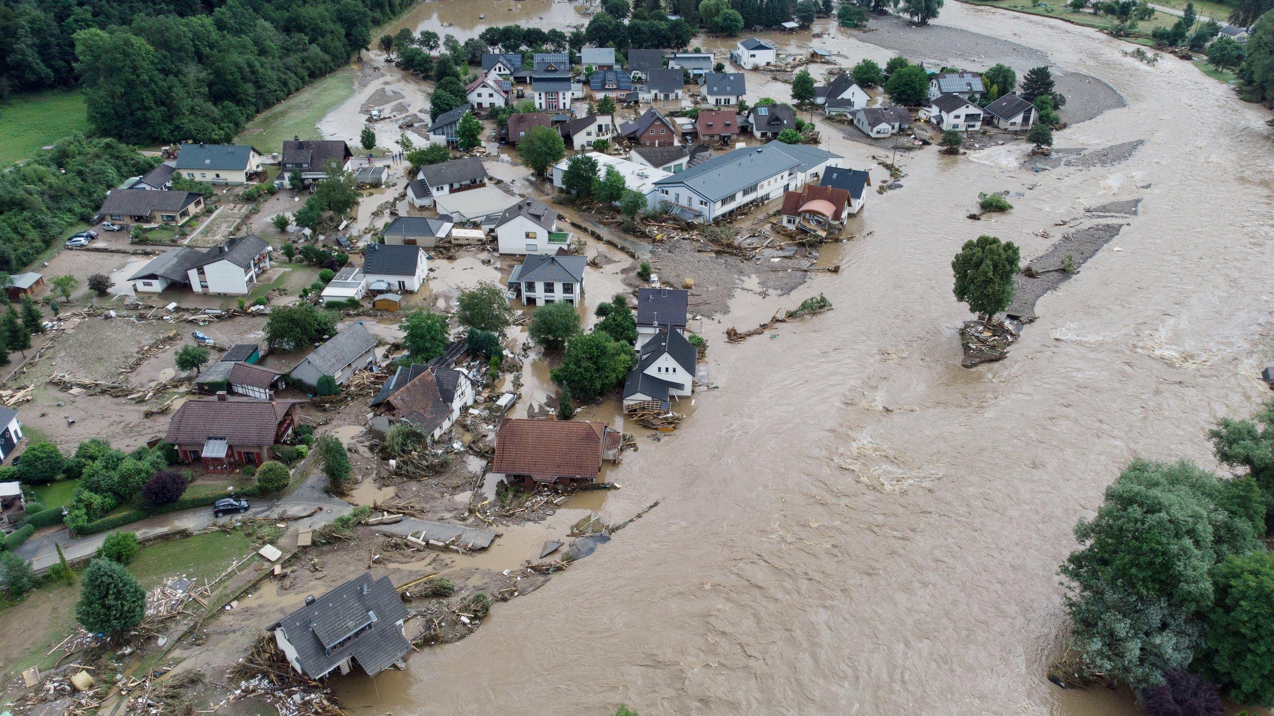 Das Dorf liegt im Flusstal und ist komplett überschwemmt.
