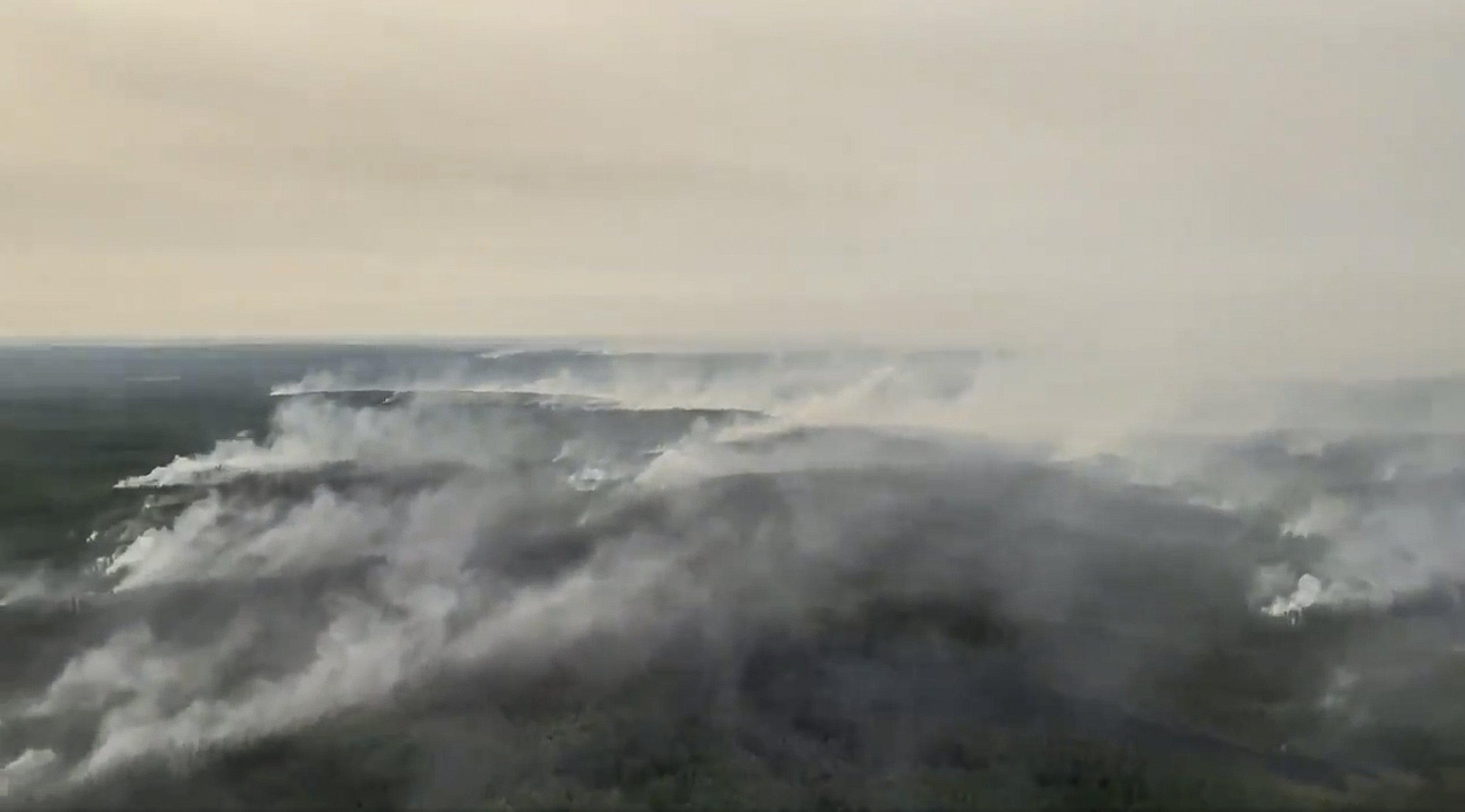 Rauchende Waldlandschaft