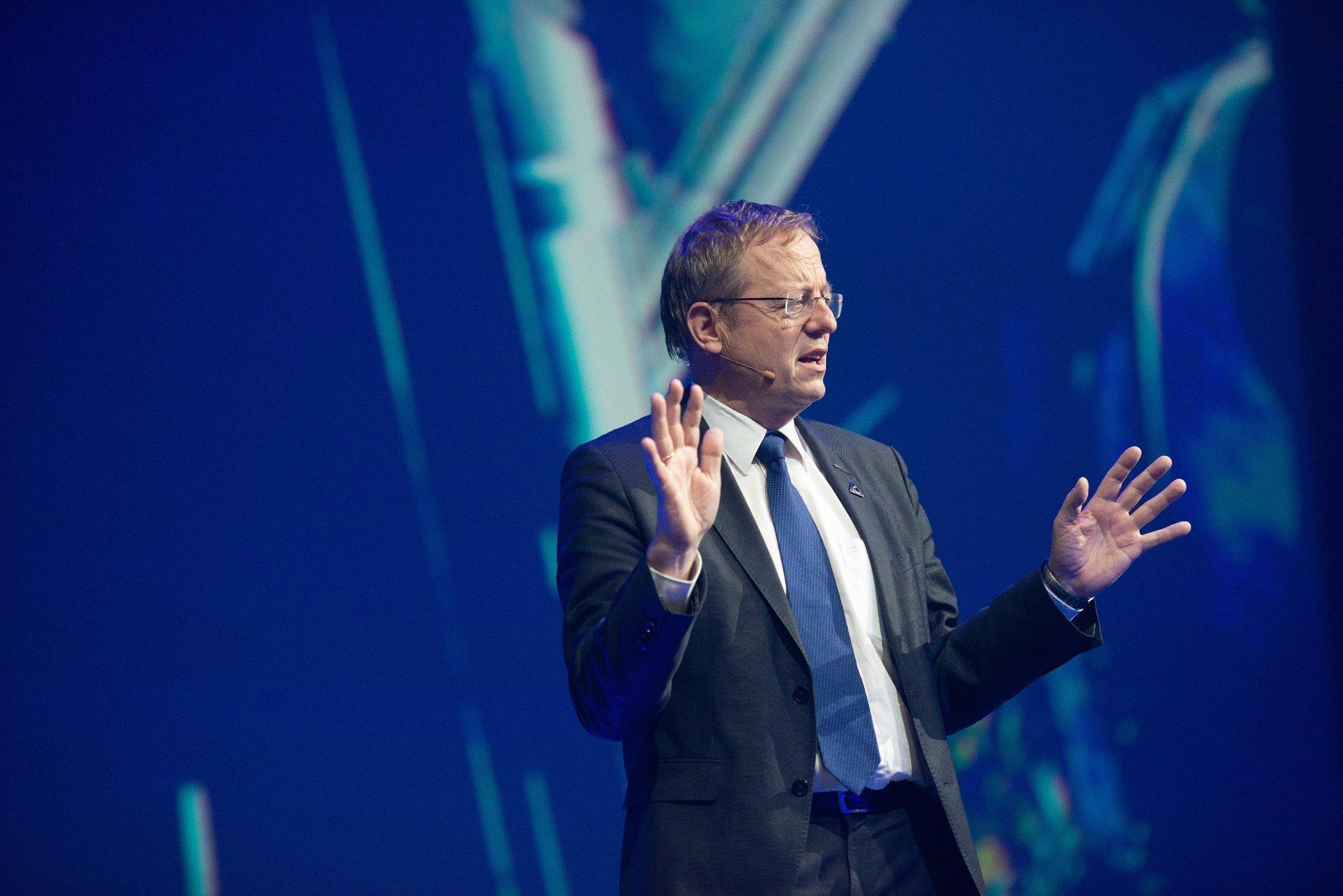 ESA-Generaldirektor Jan Wörner spricht.
