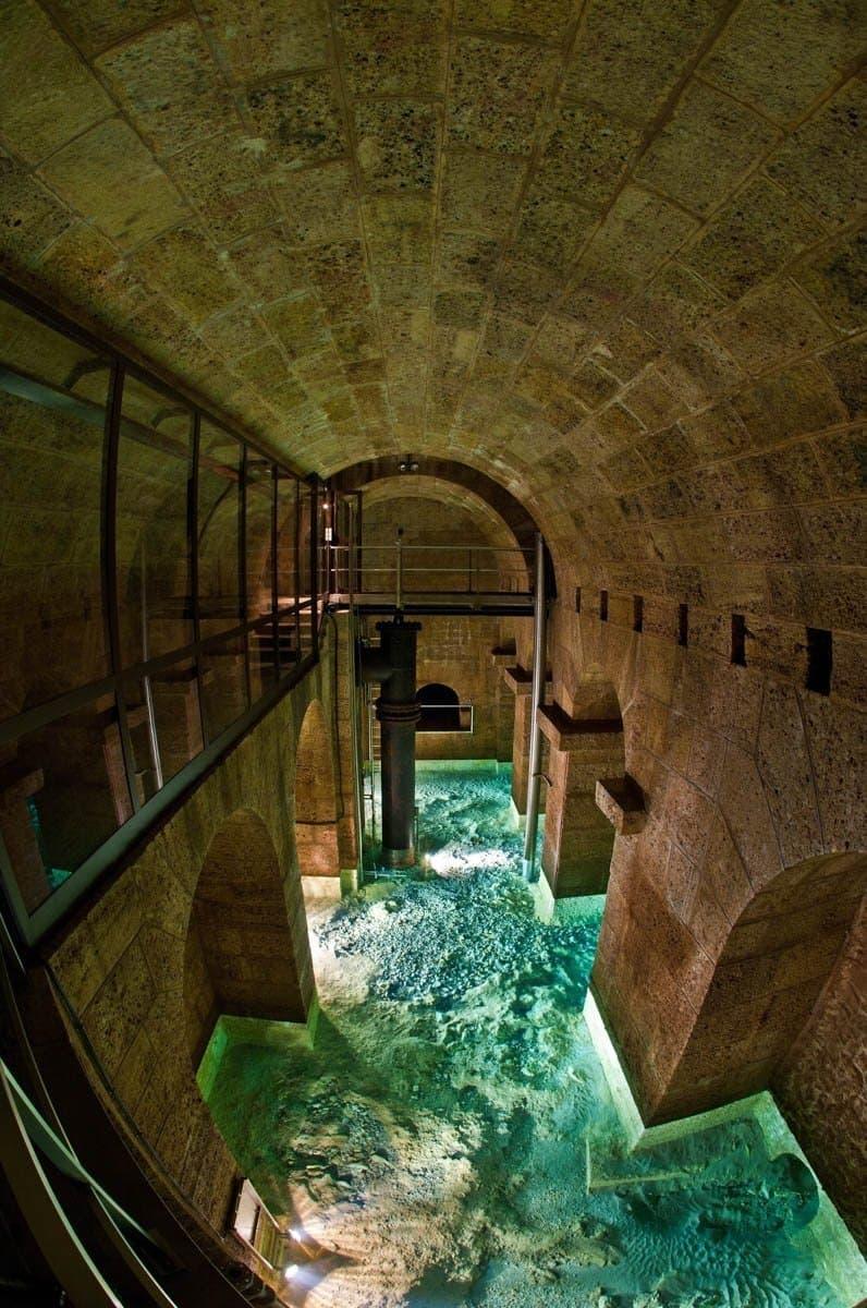 Klares Hochquellwasser in der Quellstube Kaiserbrunn