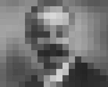 Das historische Schwarz-Weiß-Foto zeigt den deutschen Astronomen Karl Schwarzschild. Im Jahr 1916befasste er sich mathematisch mit den Schwarzen Löchern. Anhand der Formeln von Einsteins Allgemeiner Relativitätstheorie berechnete er erstmals die Größe eines solchen Monstrums. Sie wird als Ereignishorizont bezeichnet und beschreibt jene Grenze, aus der kein Lichtstrahl und keine Materie mehr der Anziehungskraft des Schwarzen Loches entkommen können.
