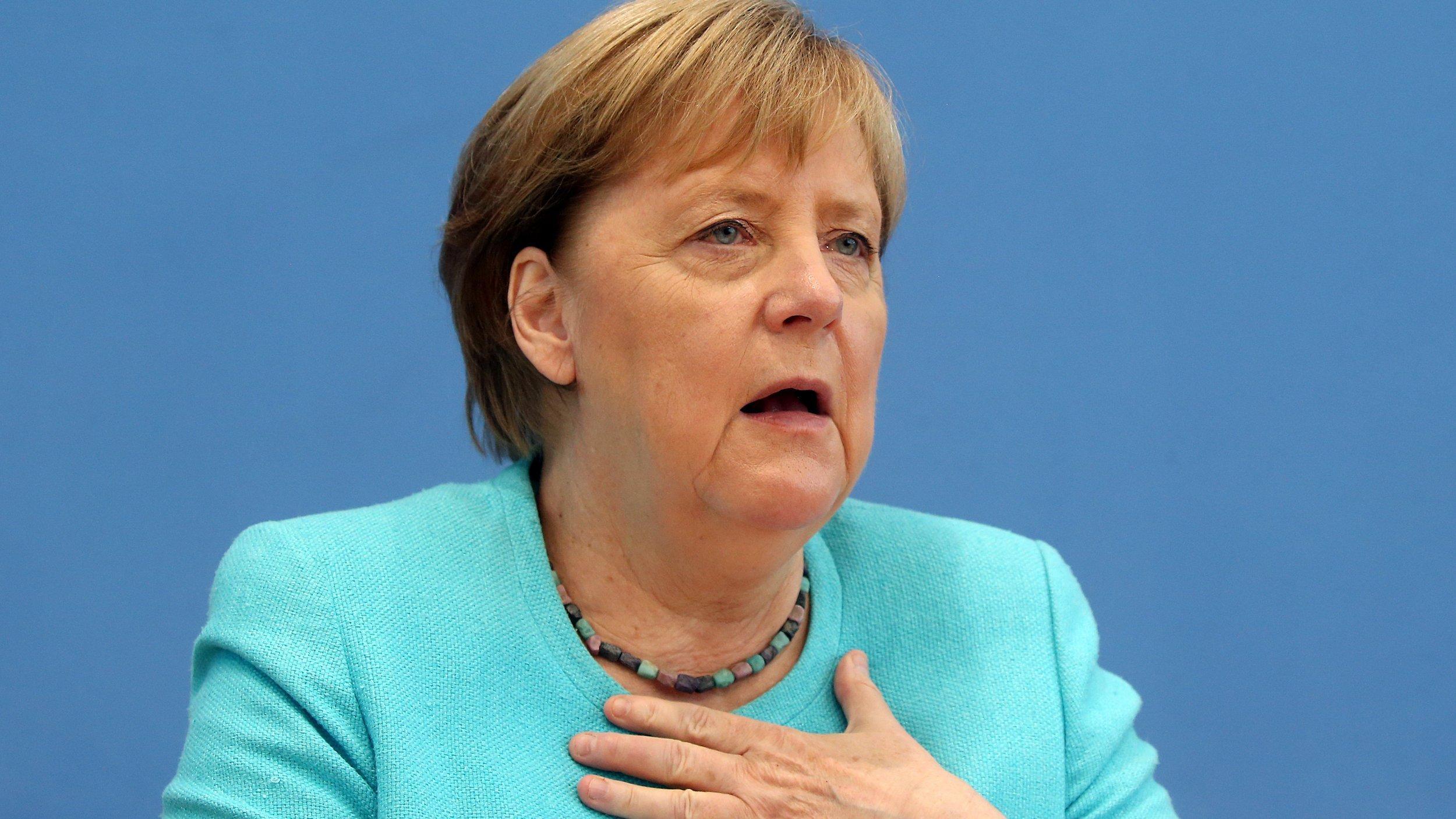 Bundeskanzlerin Angela Merkel (CDU) sitzt in der Bundespressekonferenz und stellt sich den Fragen der Hauptstadt-Journalisten.