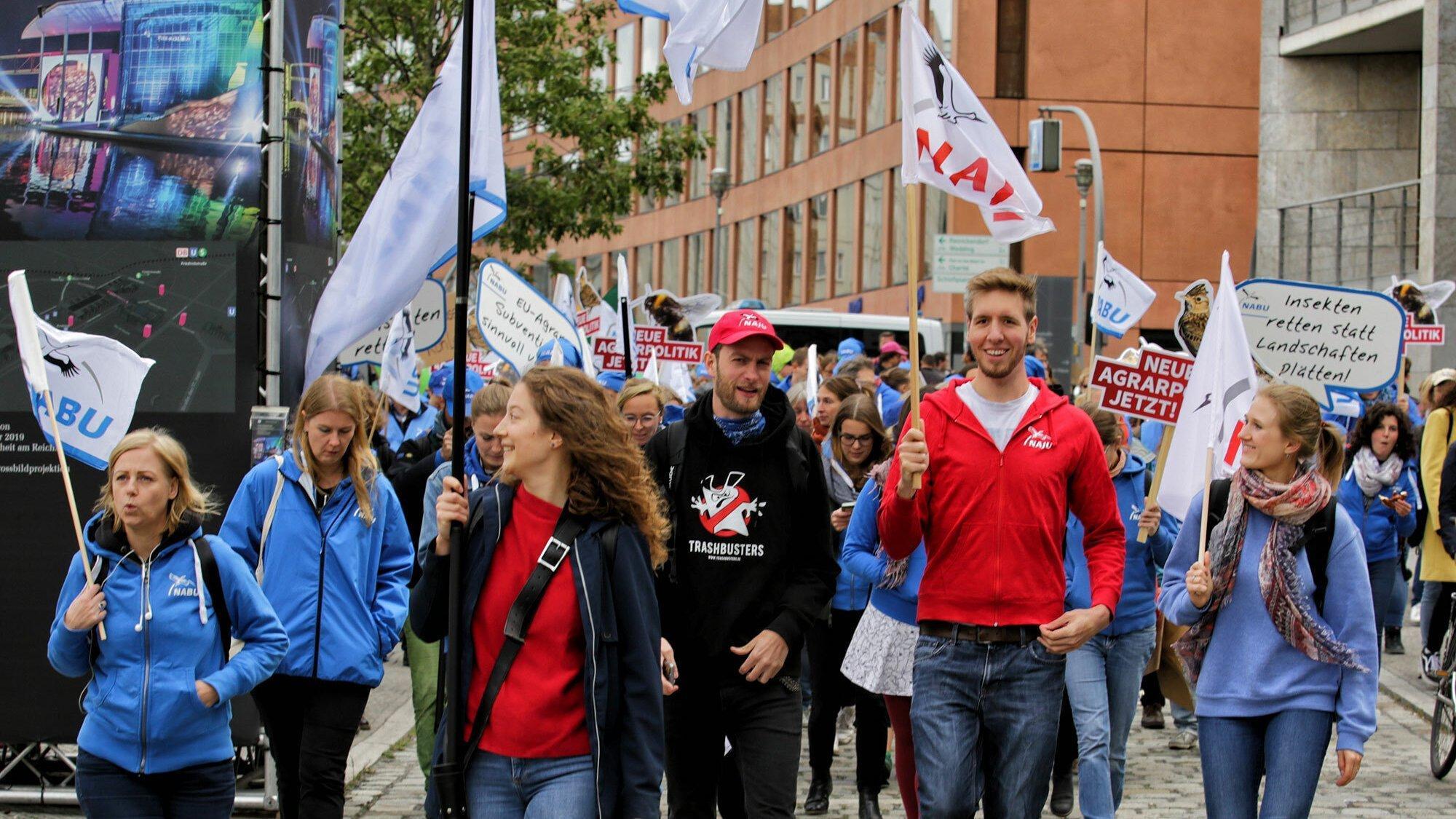 Nabu und Naju demonstrieren mit Fridays for Future für eine Politik des konsequenten Klimaschutzes.