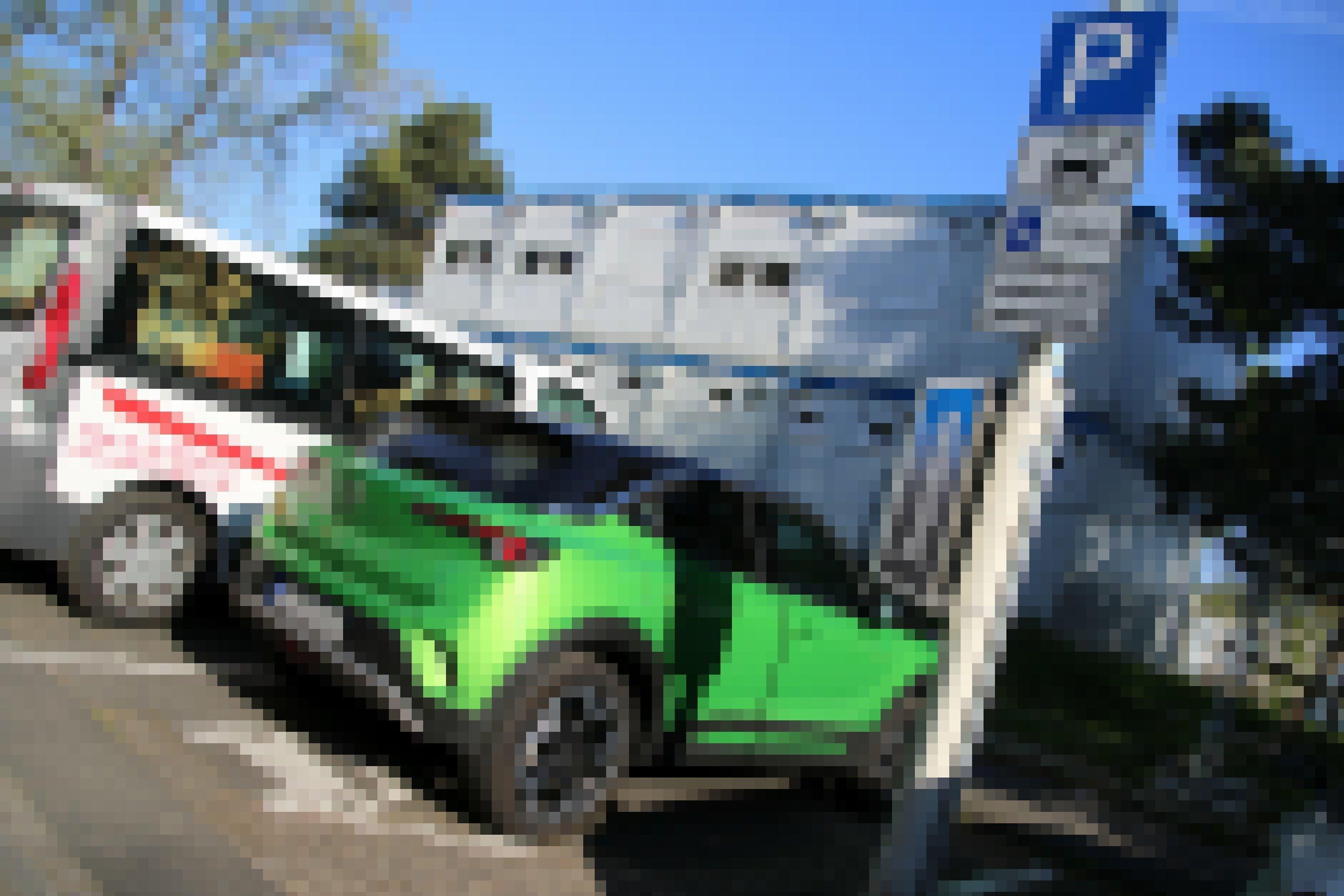 Opel Mokka von hinten in einer Parklücke
