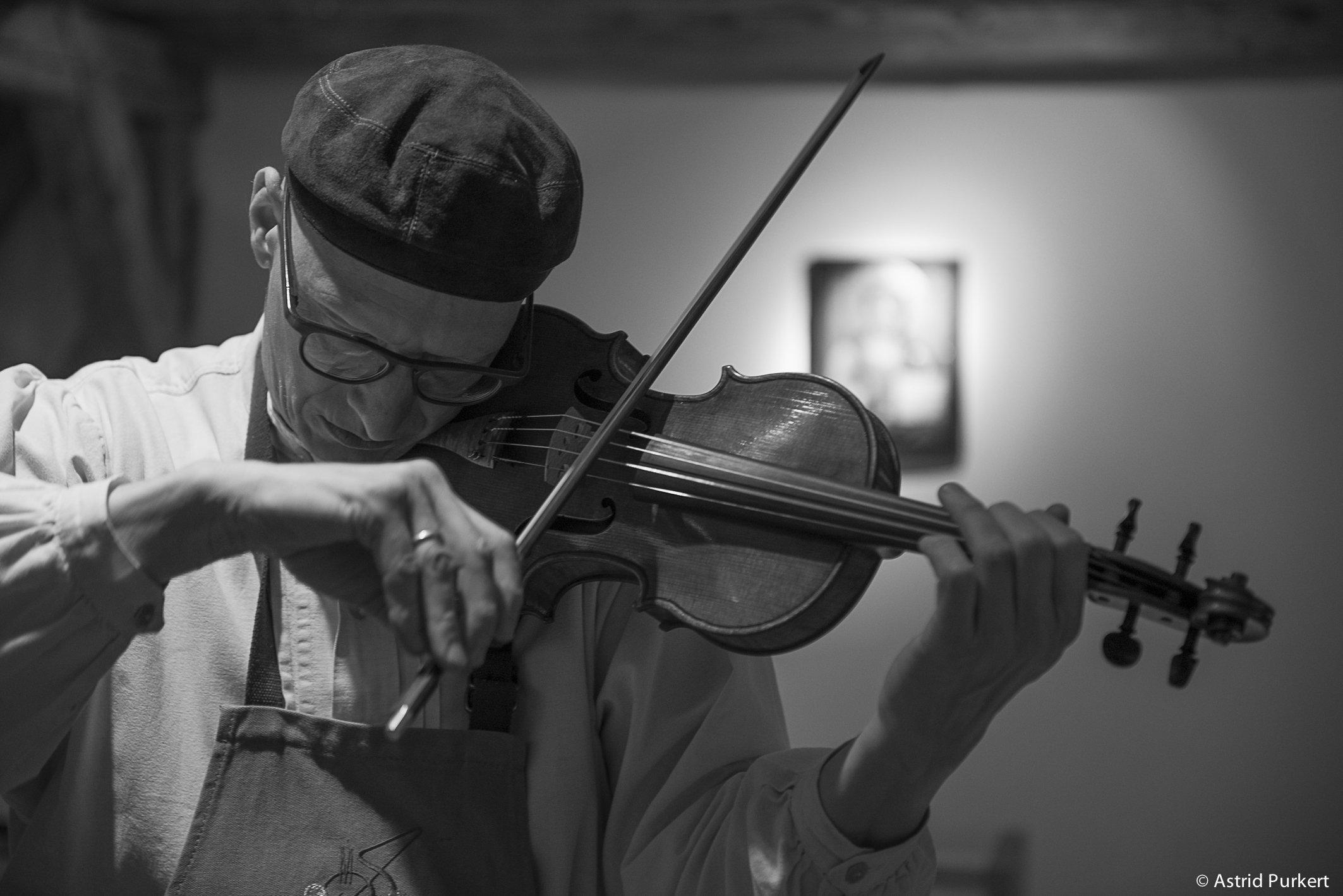 Martin Schleske spielt Geige