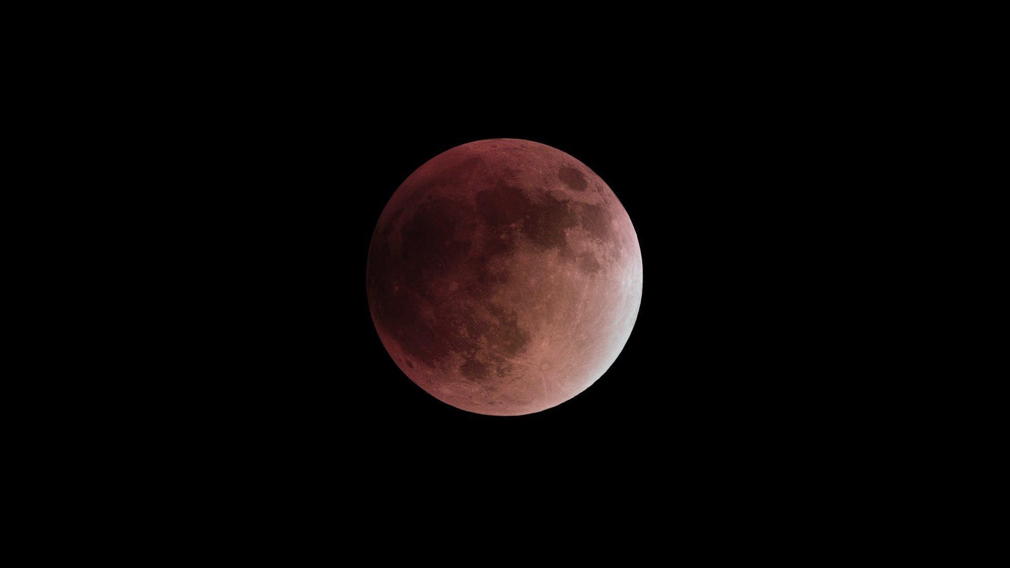 Der blutrote Mond während seines Kernschattendurchlaufs. 28. September 2015.