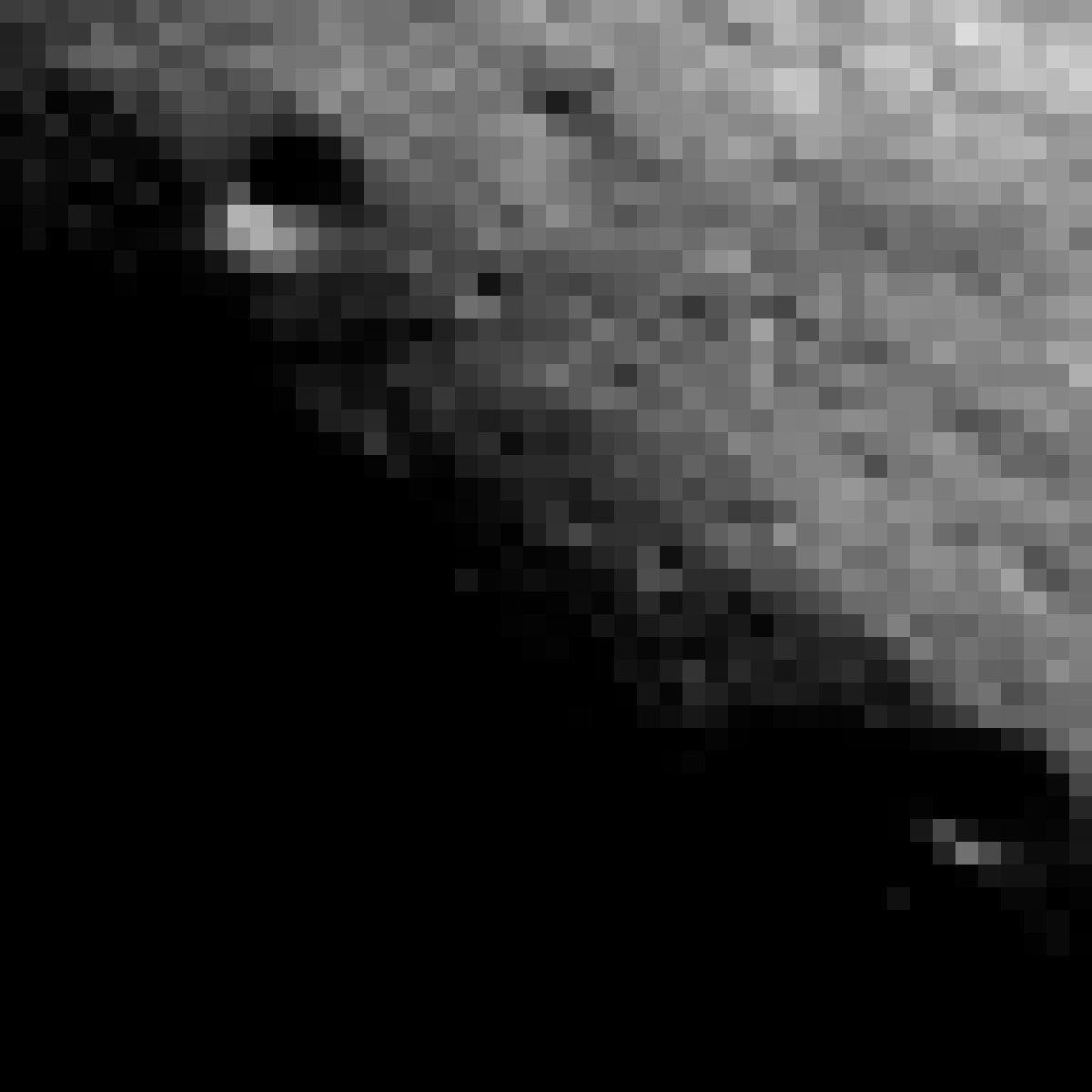 Der Krater Malapert Mountain in der nahe des Mondsüdpols in gleißendem, flachen Licht