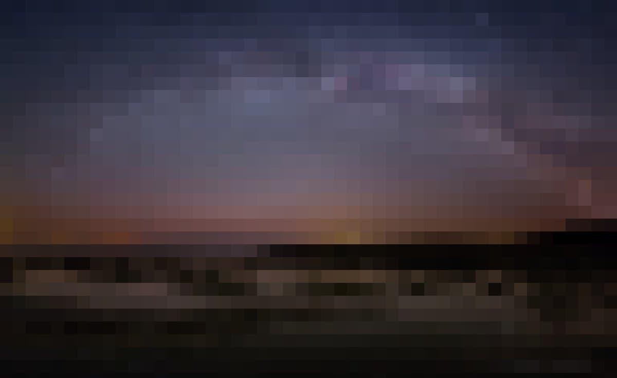 Aufnahme von Bernd Pröschold: Bei Windstille spiegeln sich die Sterne auf der Wasseroberfläche an der Küste Ölands.