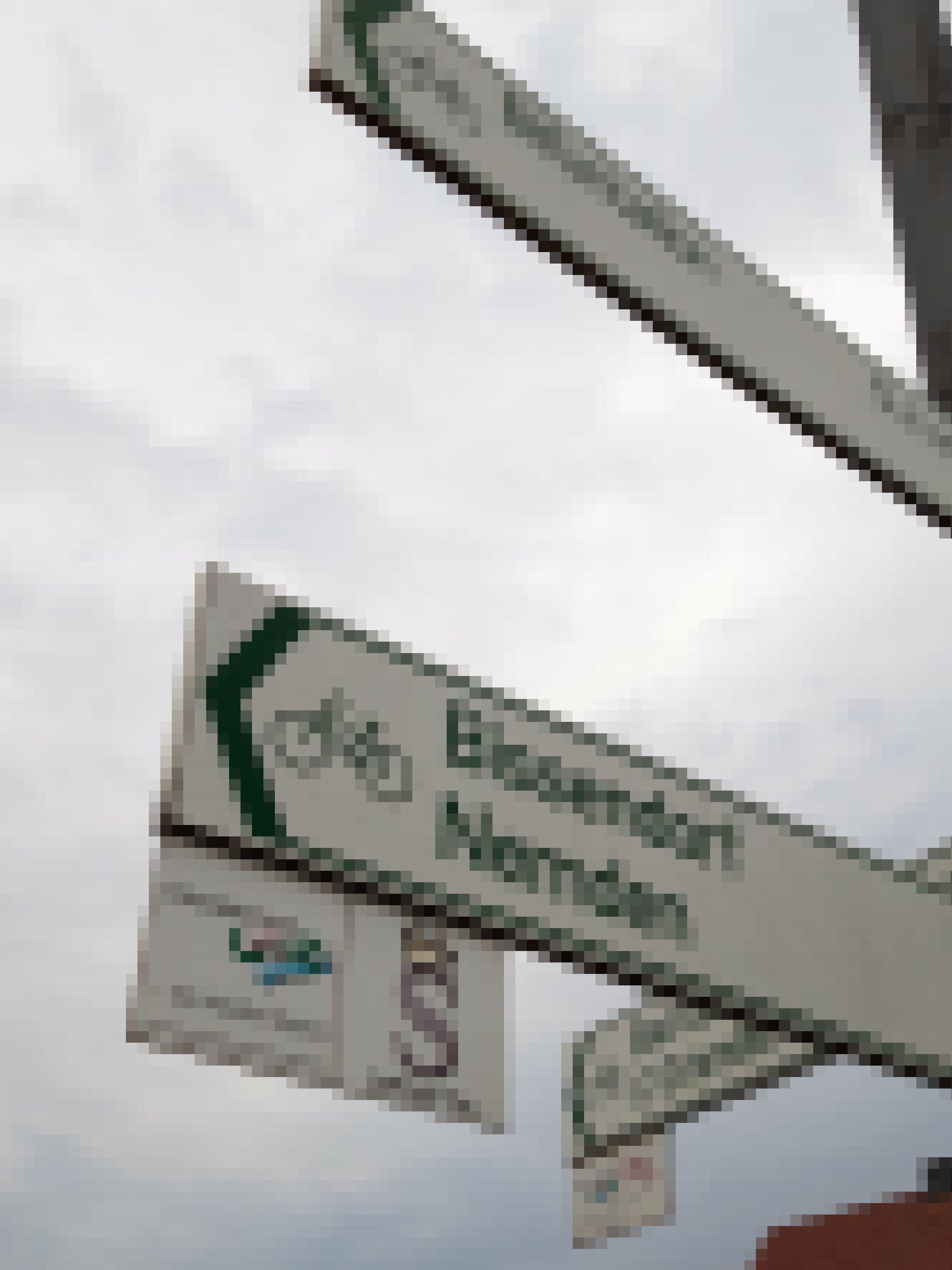 """Hinweisschilder für Radfahrer. Zu lesen ist """"Bifurkation 5,3km"""" sowie """"Bissendorf, Nemden""""."""