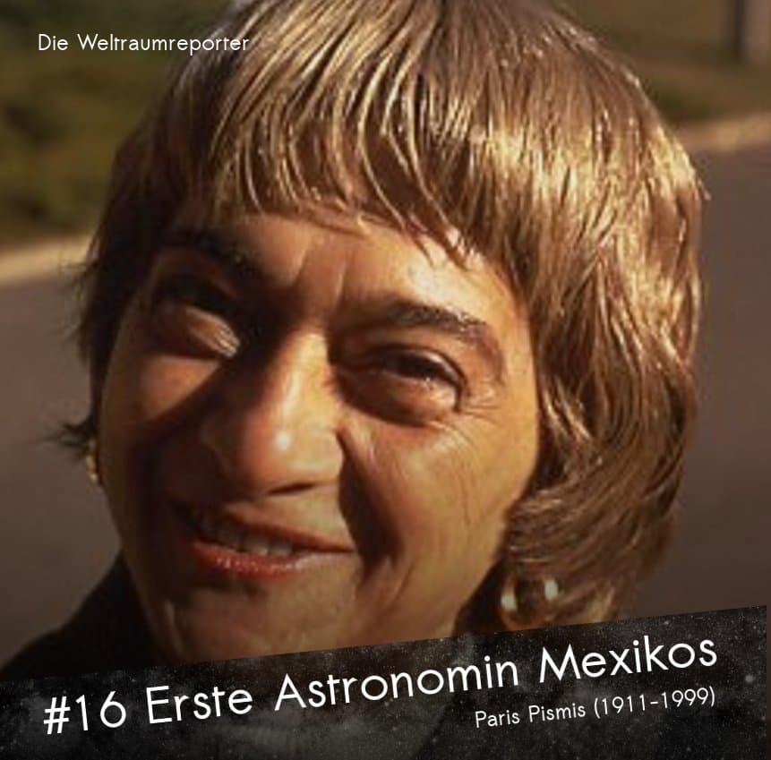 Eine ältere Dame mit ringförmigengoldenen Ohrringen blickt lächelnd in die Kamera: Paris Pismis, die erste Astronomin Mexikos