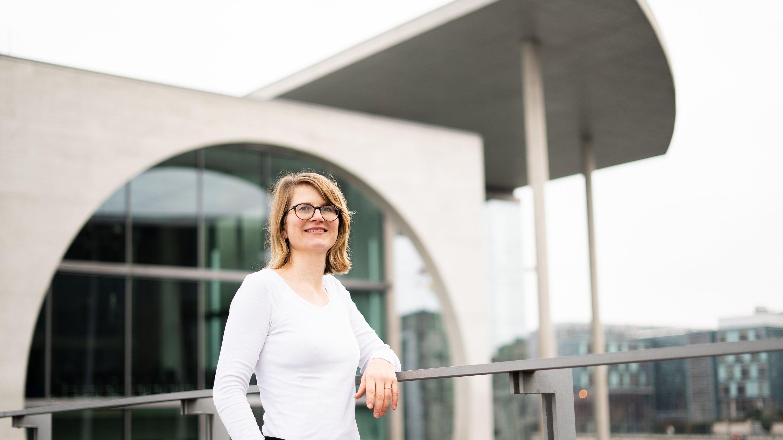Ein Portraitfoto der Journalistin Marianne Falck