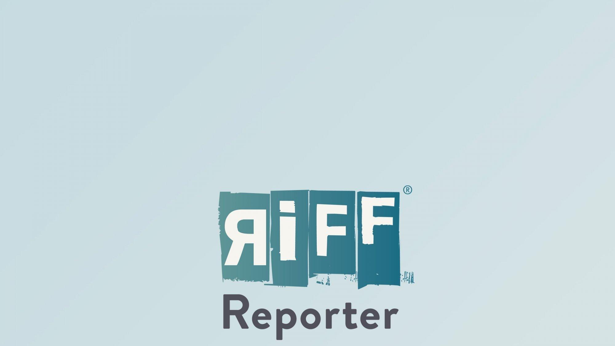 Gelbes Haus, auf der Vorderfront ein Wahlplakat mit einem Foto von Pedro Castillo.