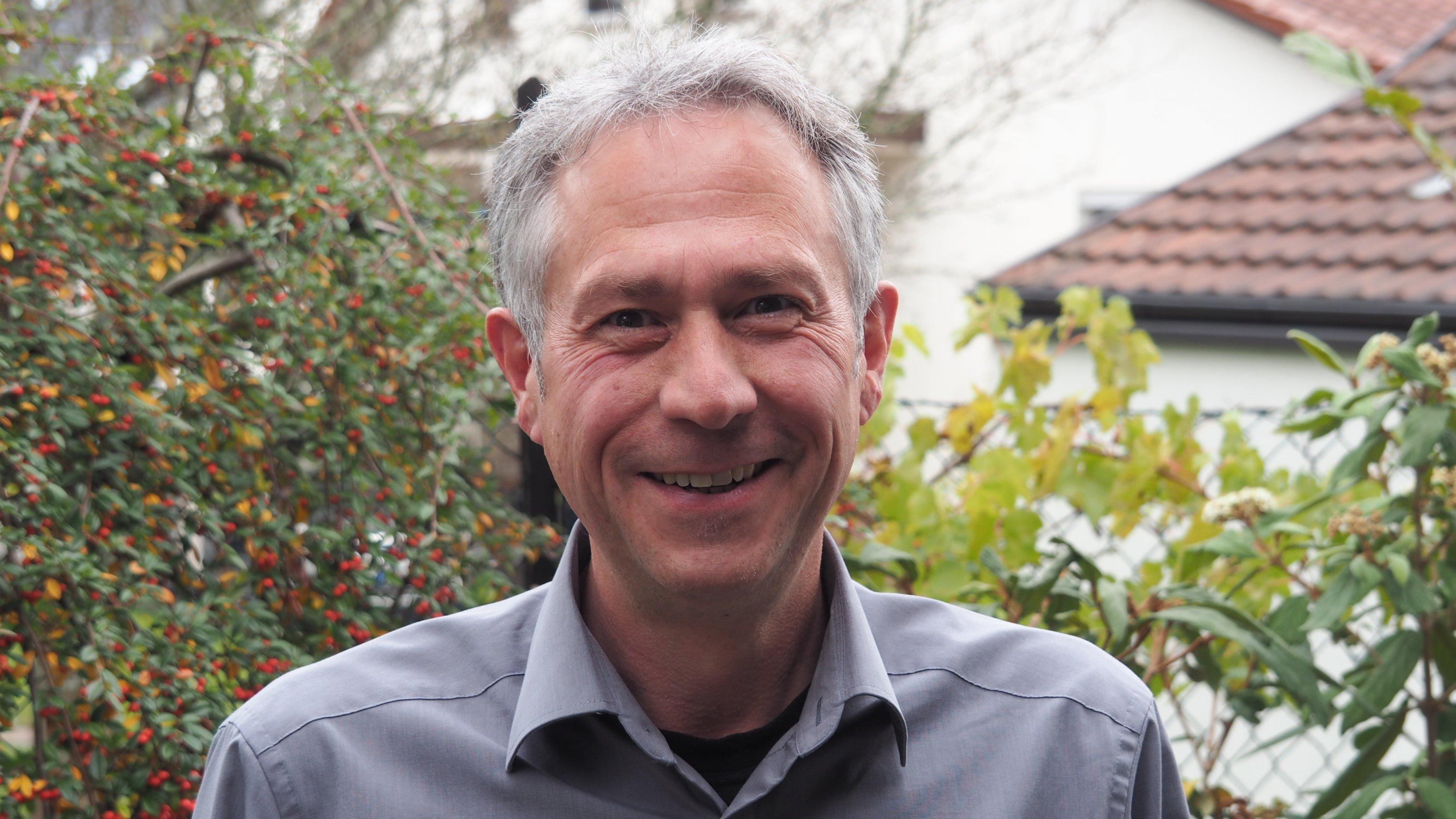 Das Foto zeigt den Vorstand der Vereiniung der Sternfreunde Sven Melchert im Porträt.