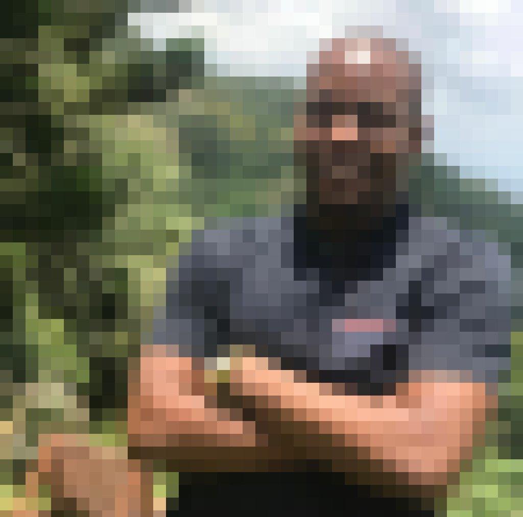 Der tansanische Unternehmer Dominick Khalipa ist ein vergleichsweise uunger Mann, der freundlich guckt und selbstbewusst wirkt.