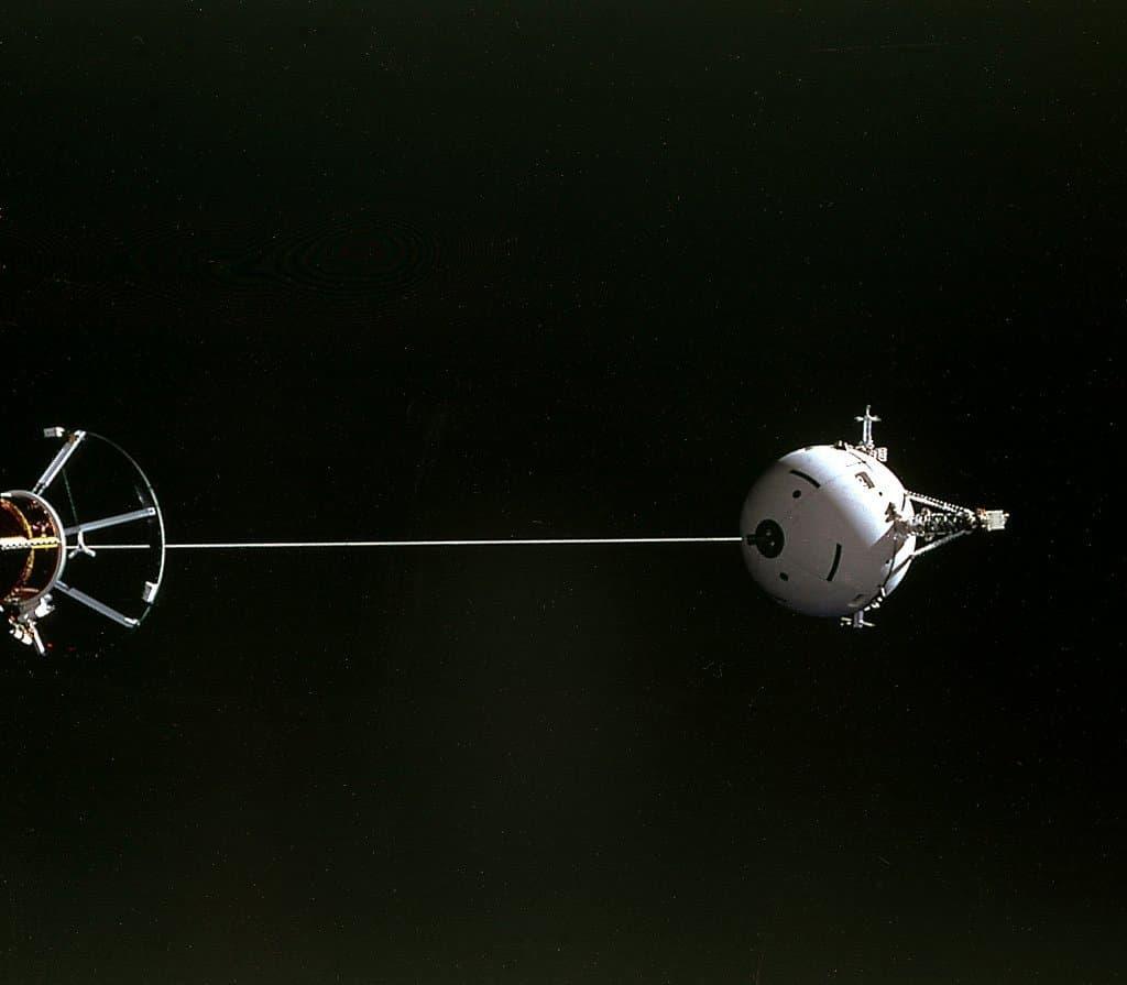 Das Tethered Satellite System wird bei der Mission STS-46des Space Shuttles erstmals getestet.