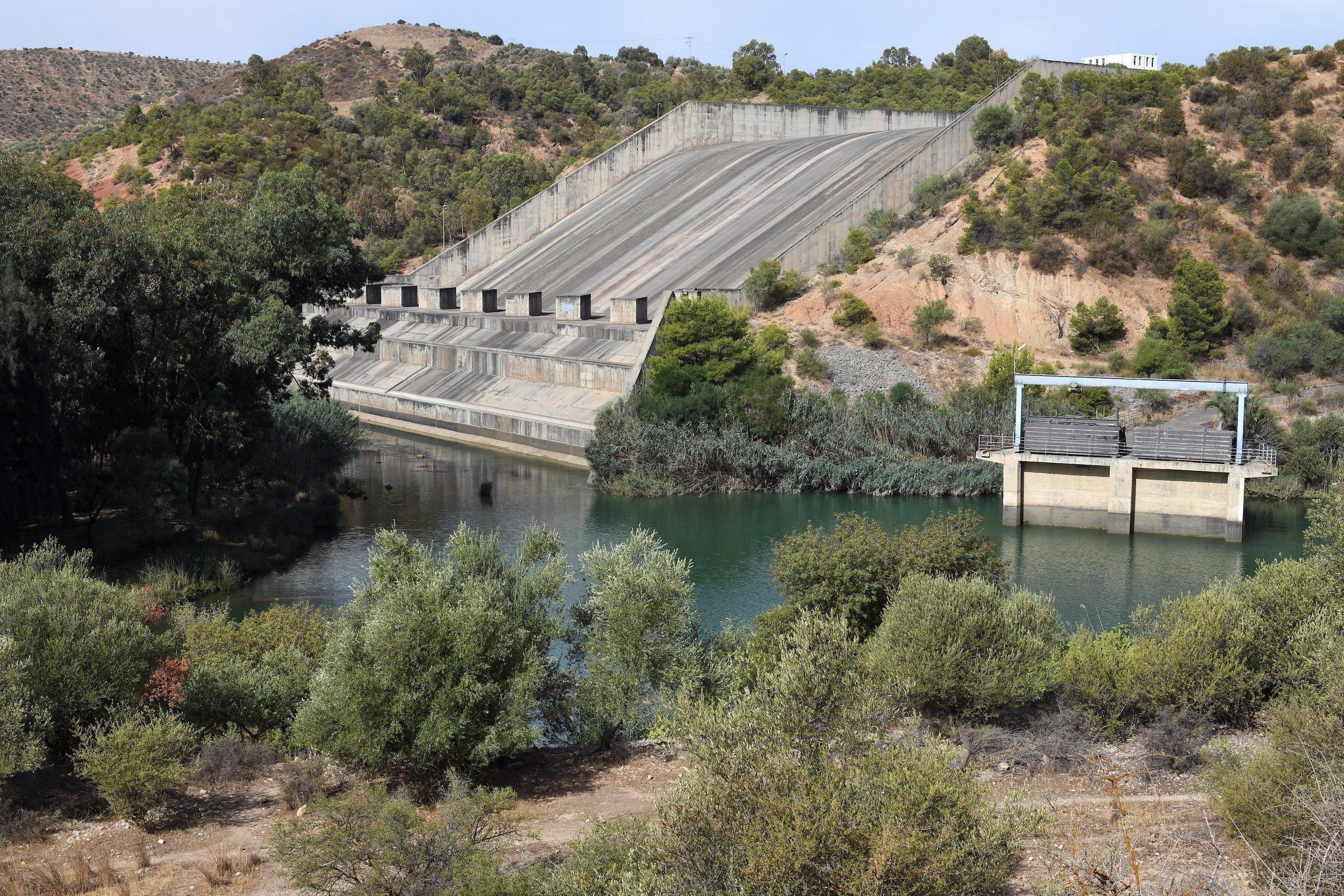 Ablauf des Staudamms von unten gesehen