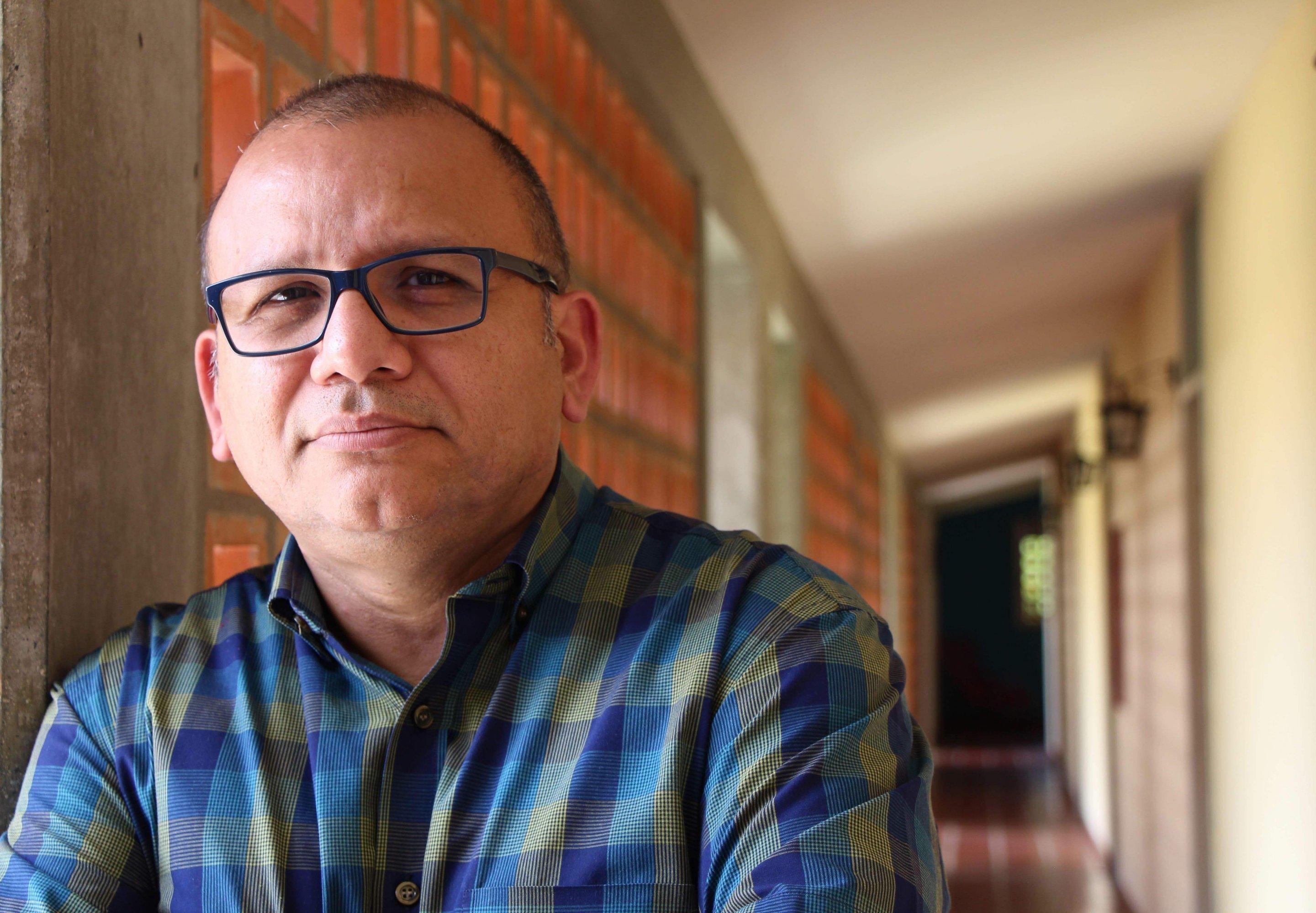 Porträt eines rund 50-jährigen Mannes mit rundem Gesicht, Glatze und Brille.