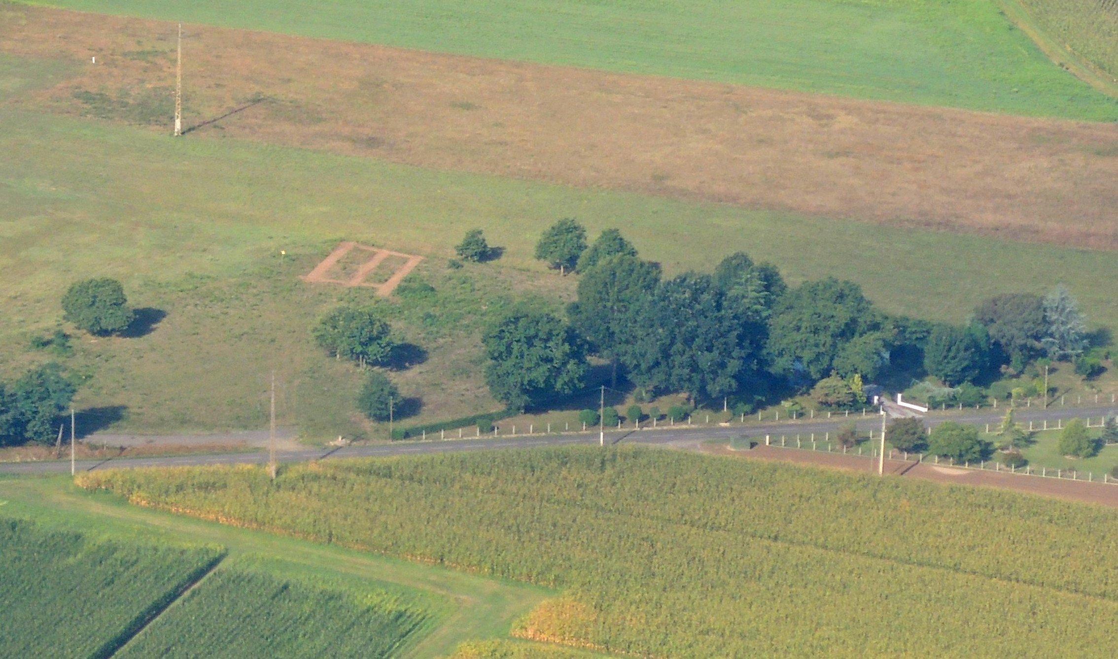 Ein Luftbild einer Ortolanfalle im Südwesten Frankreichs