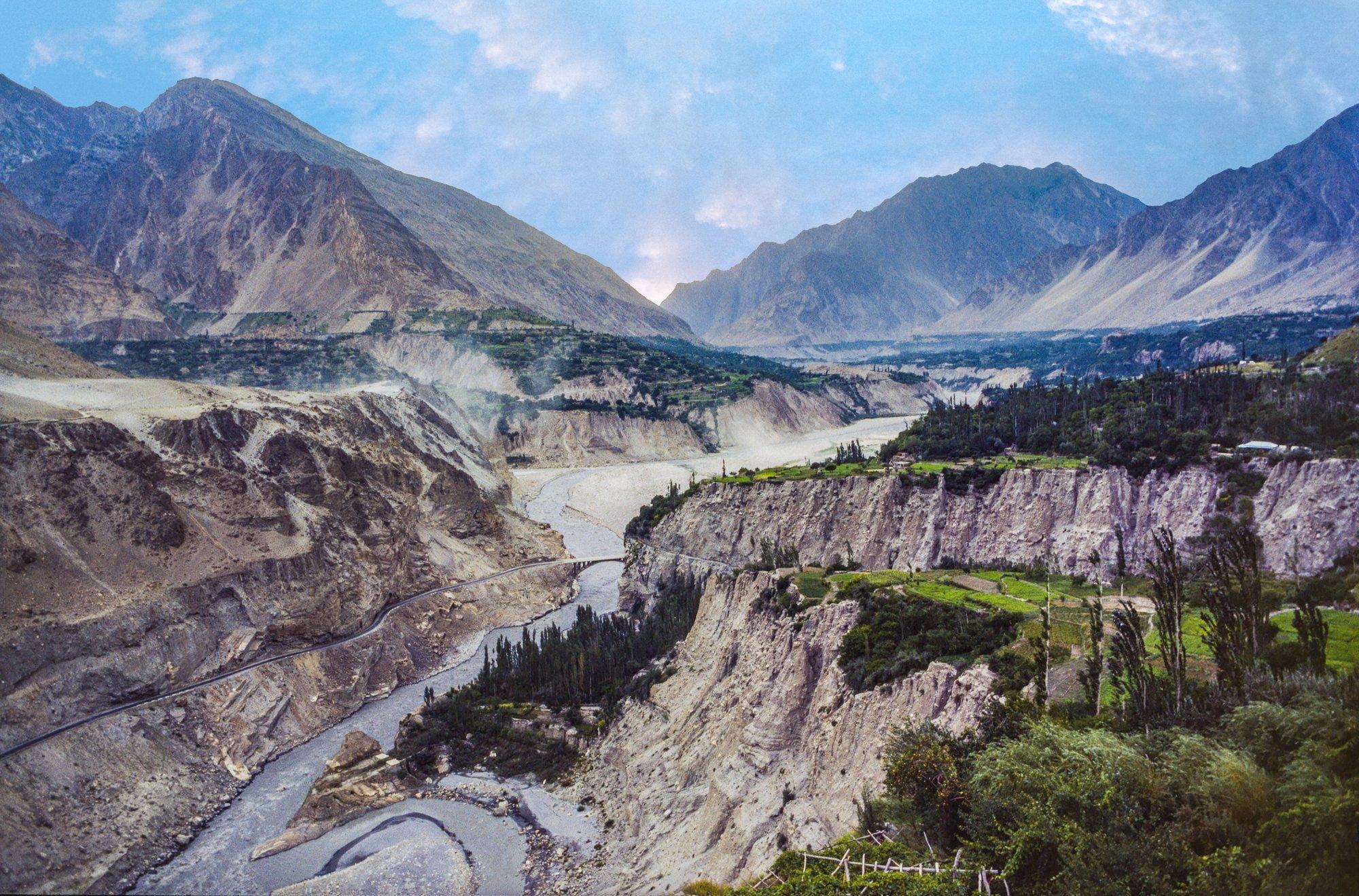 Hochgebirgslandschaft mit Fluss