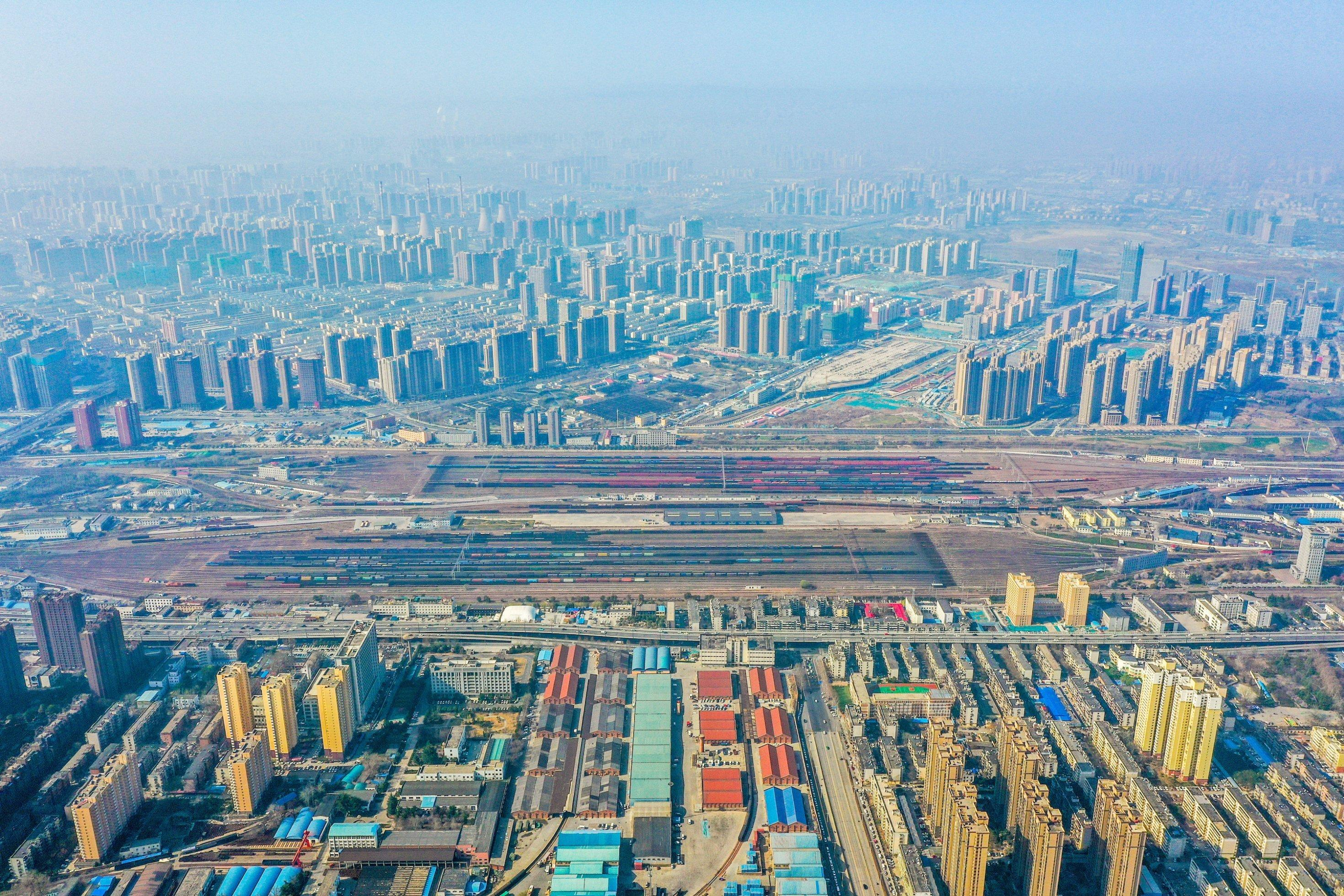 Luftbild von Zhengzhou – ein Meer von Wolkenkratzern