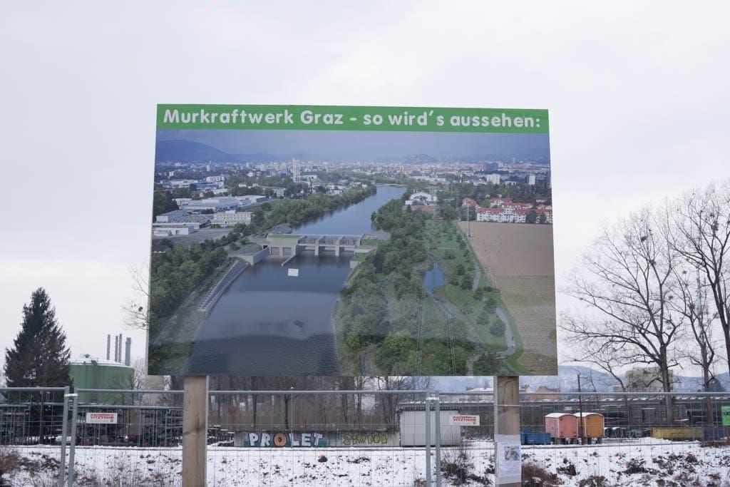 Baustellentafel an Fluss Mur in Graz